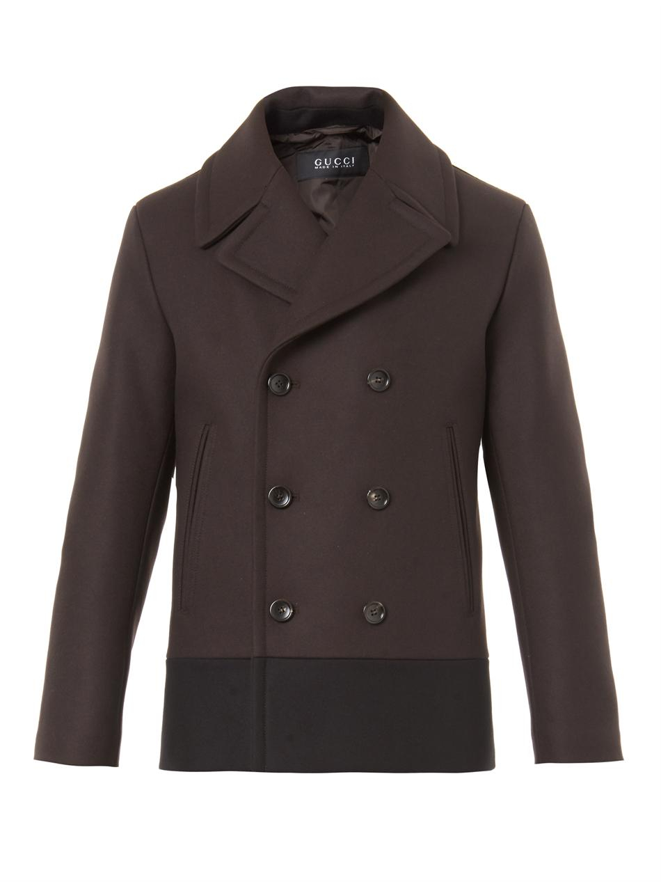 Brown Pea Coat In the same colour family as camel, a rusty brown is also a great colour alternative to a pea coat. A rich, deep brown is one of the most favourable tones to work with because it goes with almost everything.