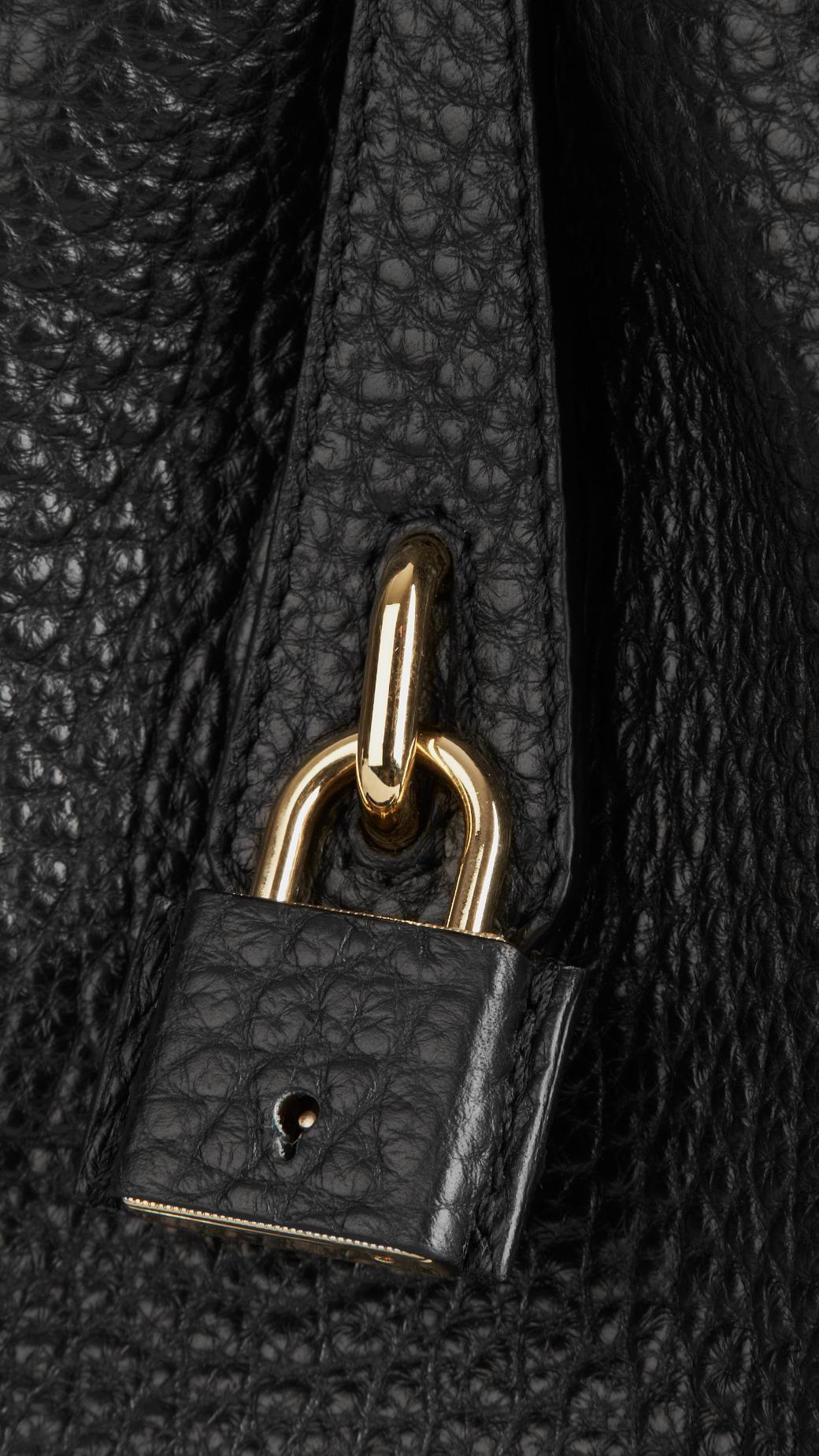 6b3e273b9fa Burberry Small Signature Grain Leather Tote Bag in Black - Lyst
