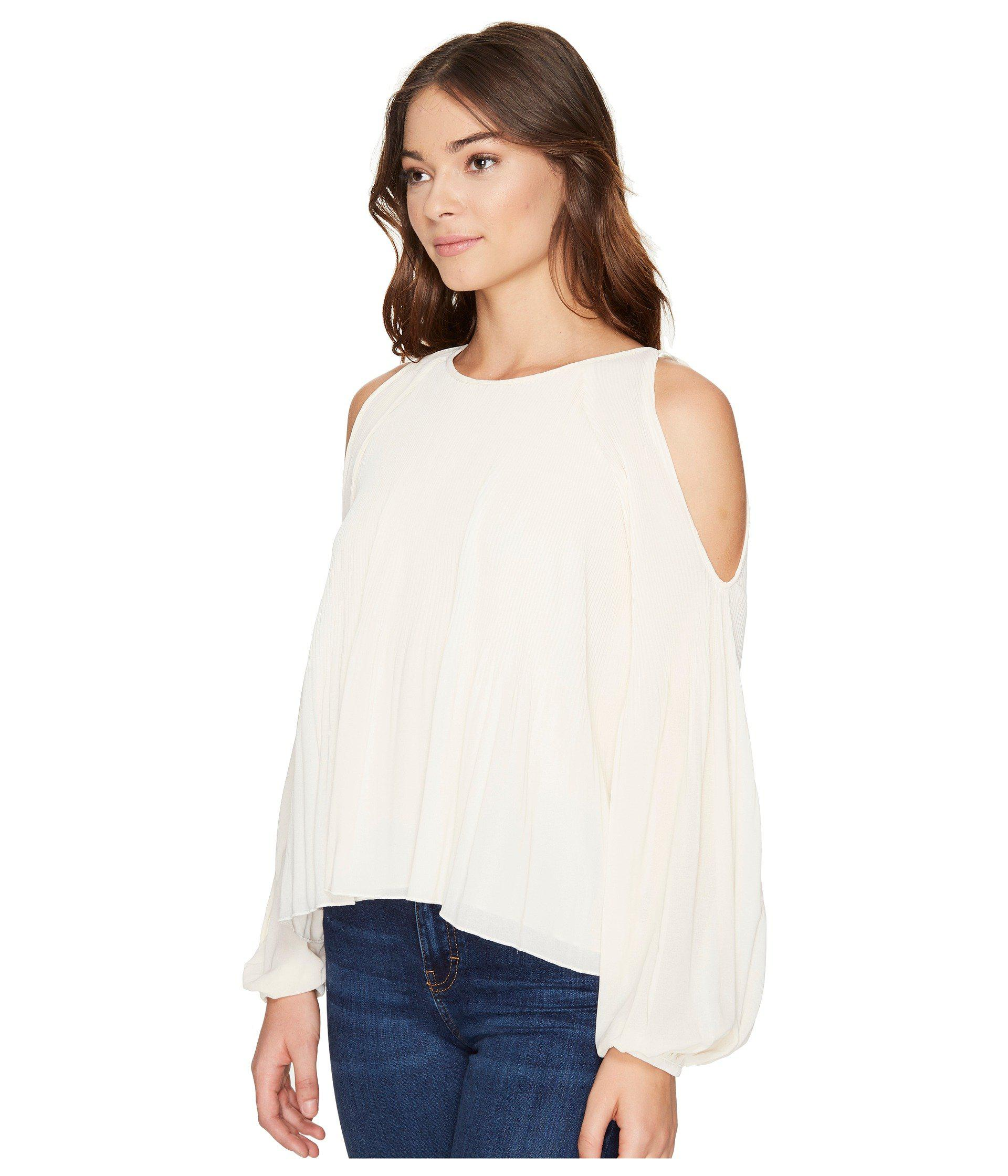98807c753c8c85 Lyst - Romeo and Juliet Couture Cold Shoulder Pleated Top in Natural