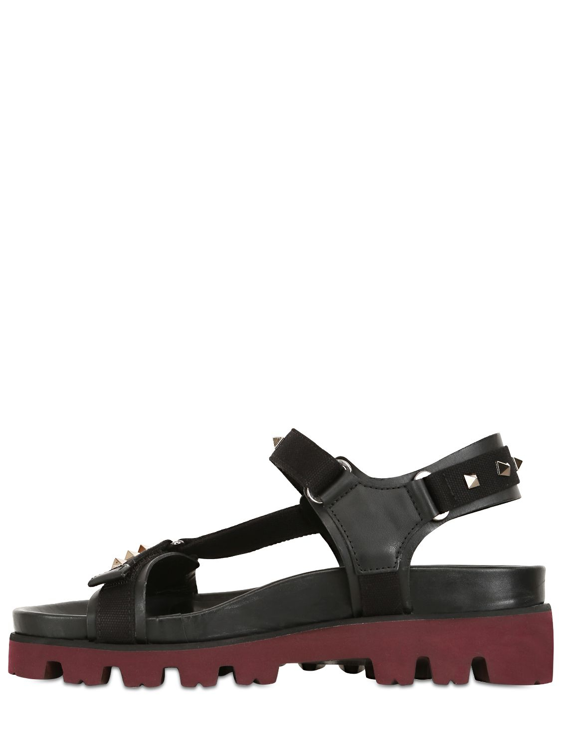 Black sandals with straps - Gallery