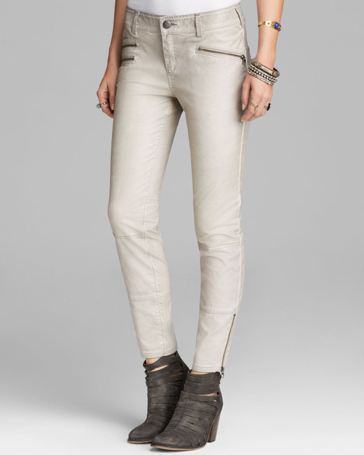 You searched for: white leather pants! Etsy is the home to thousands of handmade, vintage, and one-of-a-kind products and gifts related to your search. No matter what you're looking for or where you are in the world, our global marketplace of sellers can help you find unique and affordable options. Let's get started!
