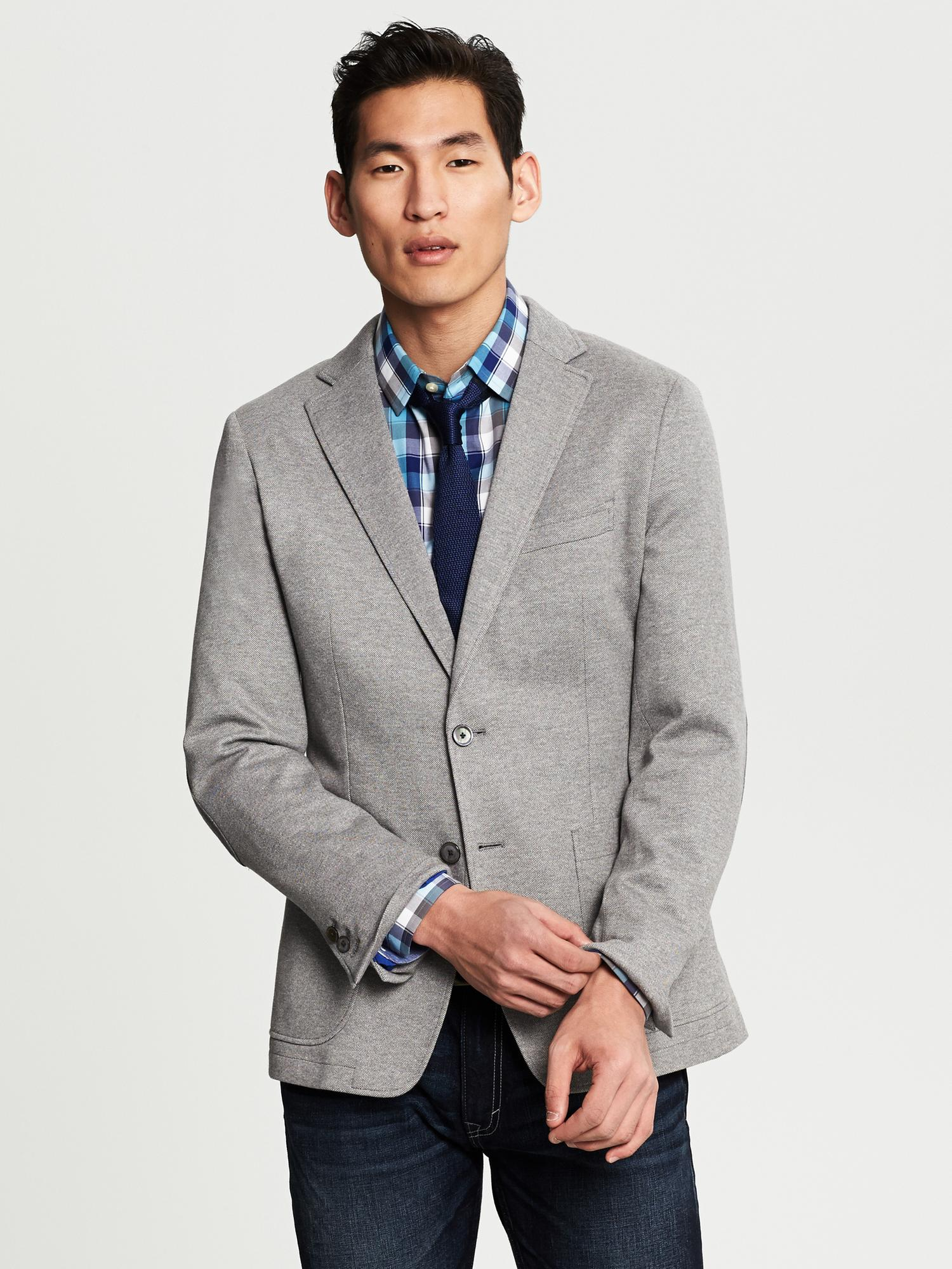 See the men's linen blazer jacket collection from Banana Republic for undeniable sophistication. Every linen blazer for men is created with quality material to give you a sleek look.