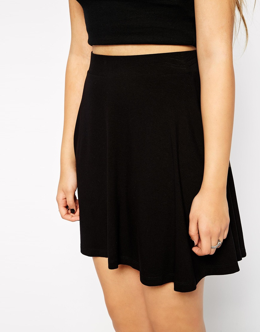 Made in a soft jersey, this skater dress has a lace overlay design and button front.