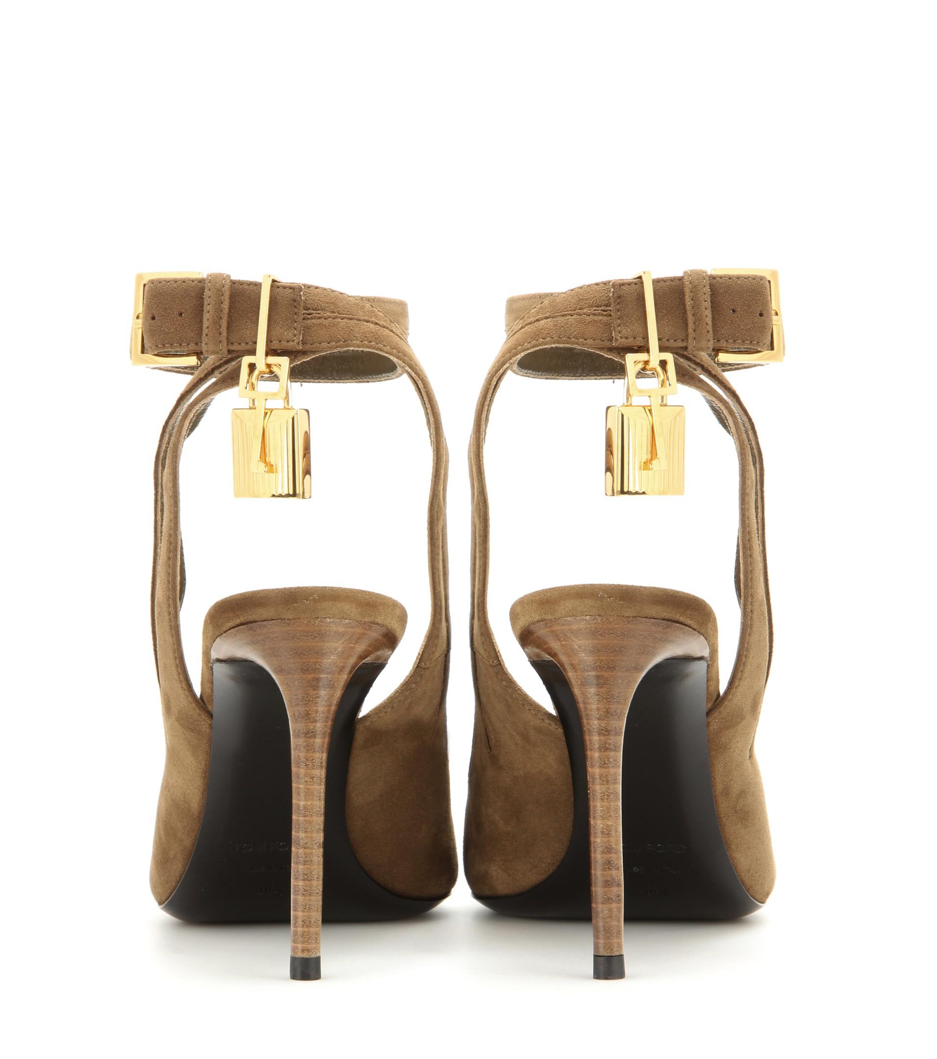kim tom heels kardashian gold i wears sandals bar shoes ford pin t chain