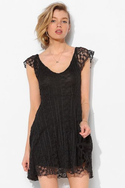 Kimchi blue valencia lace flutterback dress in black lyst - Urban outfitters valencia ...