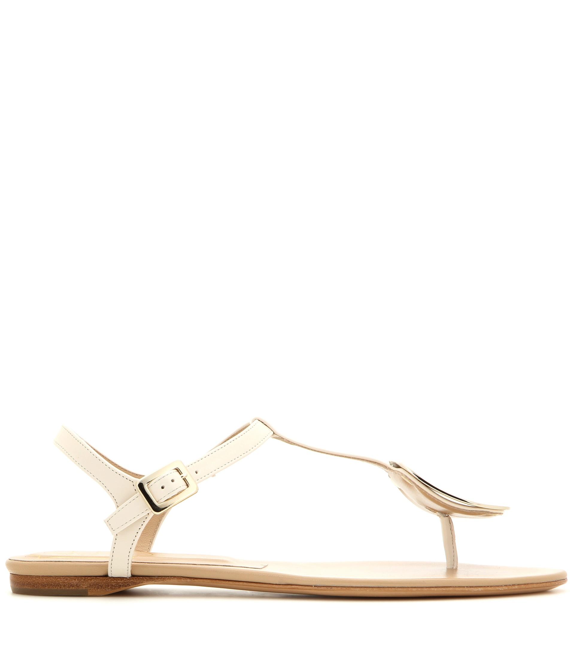a7f0d1dbbf90af Lyst - Roger Vivier Thong Chips Leather Sandals in Natural