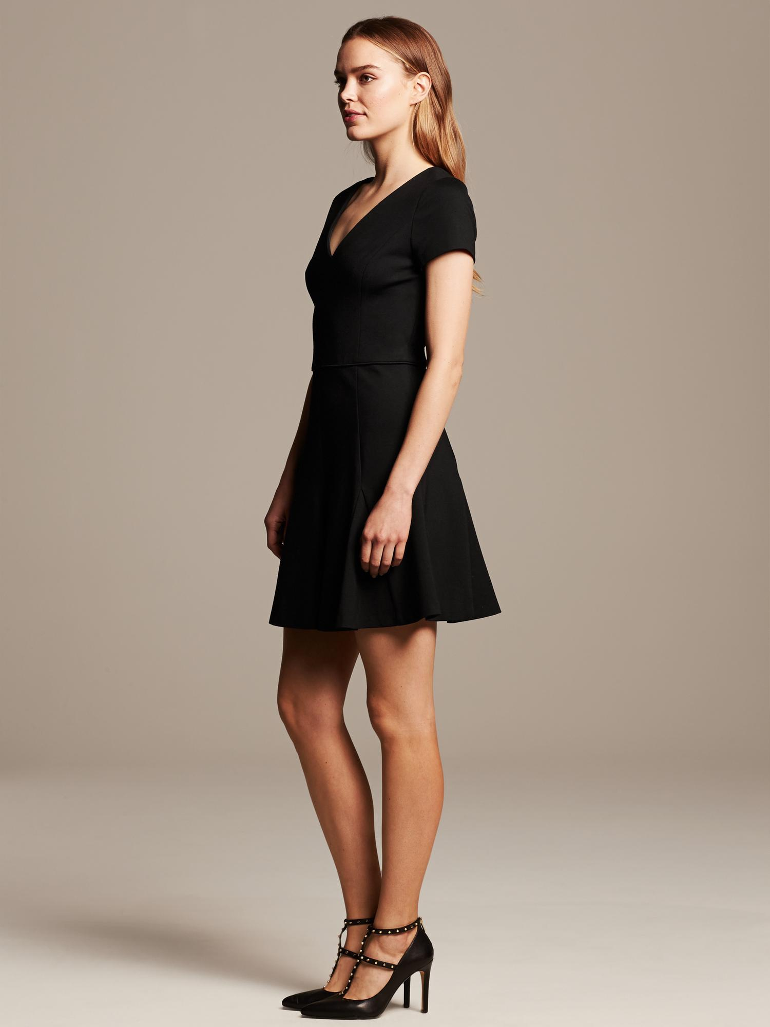 Turmec banana republic black cap sleeve dress for Banana republic wedding dresses