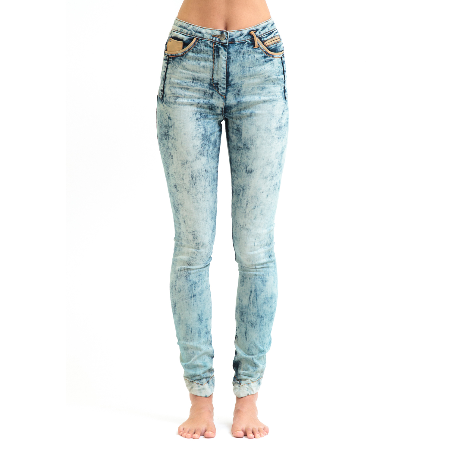 Shop acid wash skinny jeans, dark rinse skinny jeans and even black skinny jeans that will pair perfectly with your favorite pair of heels, some knee-high suede boots or a new pair of slide sandals for the summertime. If you're looking for something a little bit edgier, try out a pair of high-waisted jeans that are inspired by vintage styles.