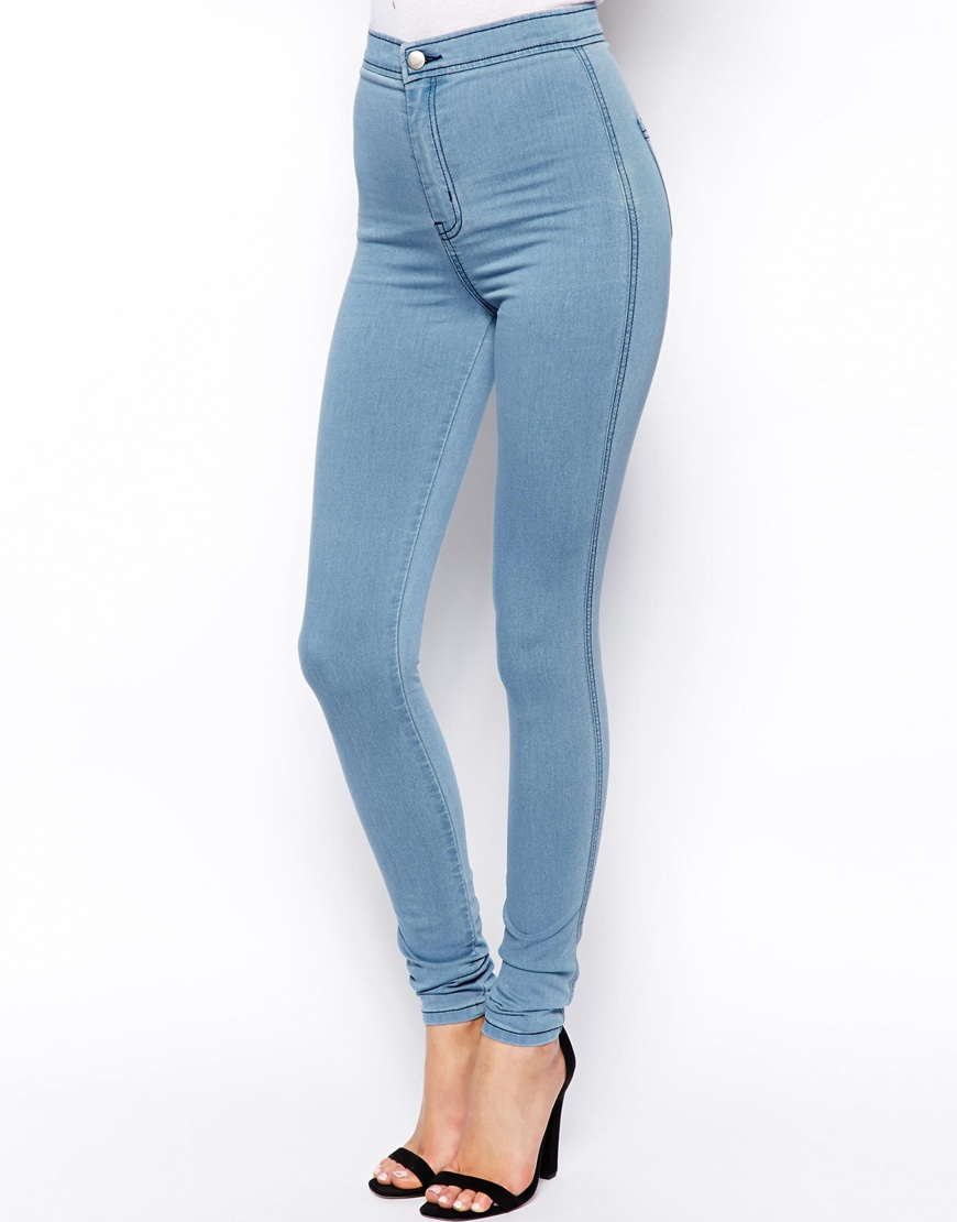 The Free People Long and Lean High-Waisted Light Wash Denim Jeggings fit like a second skin! Lightly faded, light wash denim shapes these must-have high-rise jeggings with belt loops, decorative front pockets, back patch pockets, branded top button and zip fly.3/5(1).
