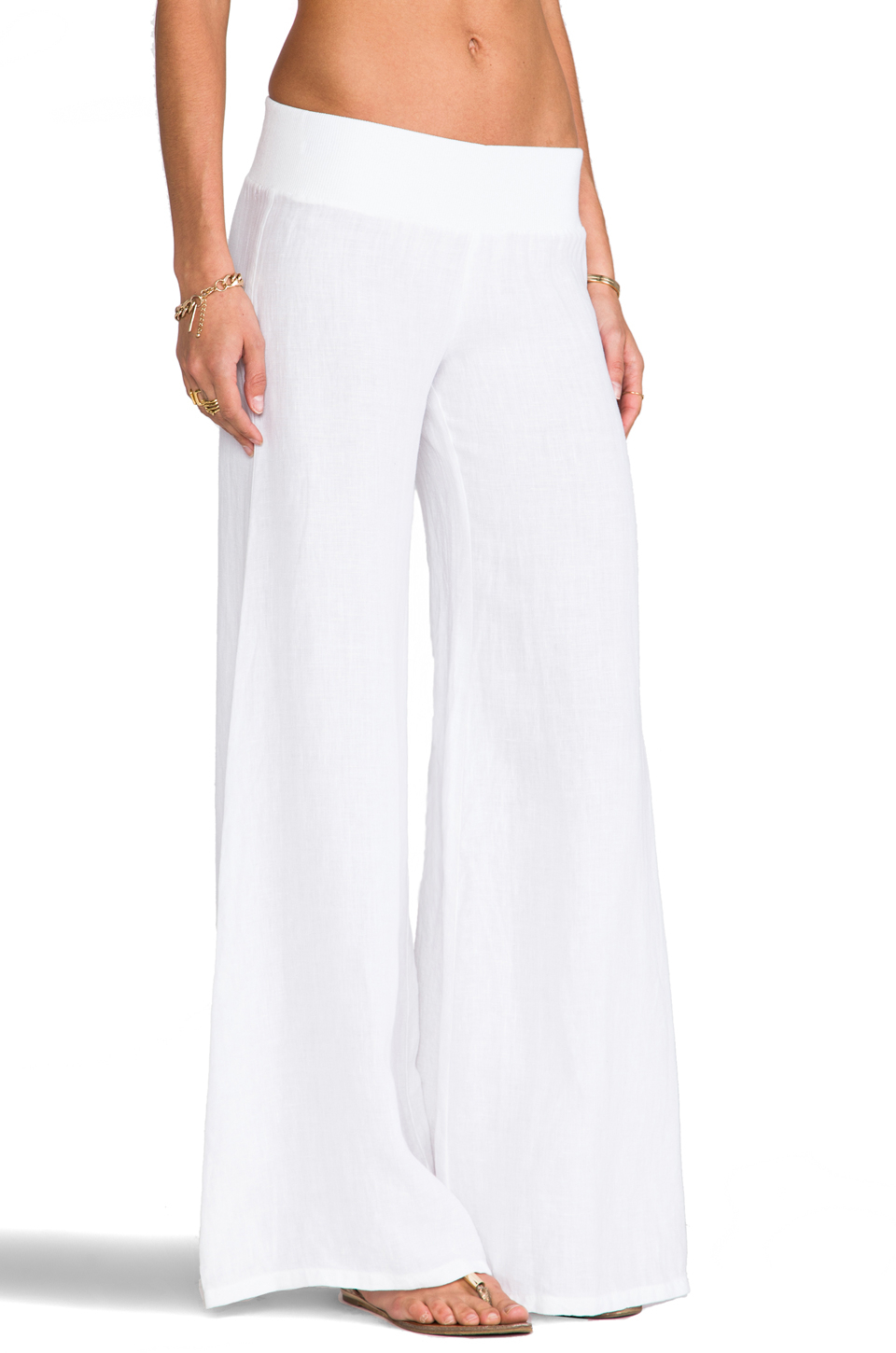 Luxury Here Are 5 Of The Main Reasons Wide Leg Pants Are Perfect For You! 1Wide Leg Pants Make You Look Slimmer! I Started Out With This One As Its The Most Common Mistake Women Tend To  Grab A Pair Of Wide Legged Pants With Flip Flops