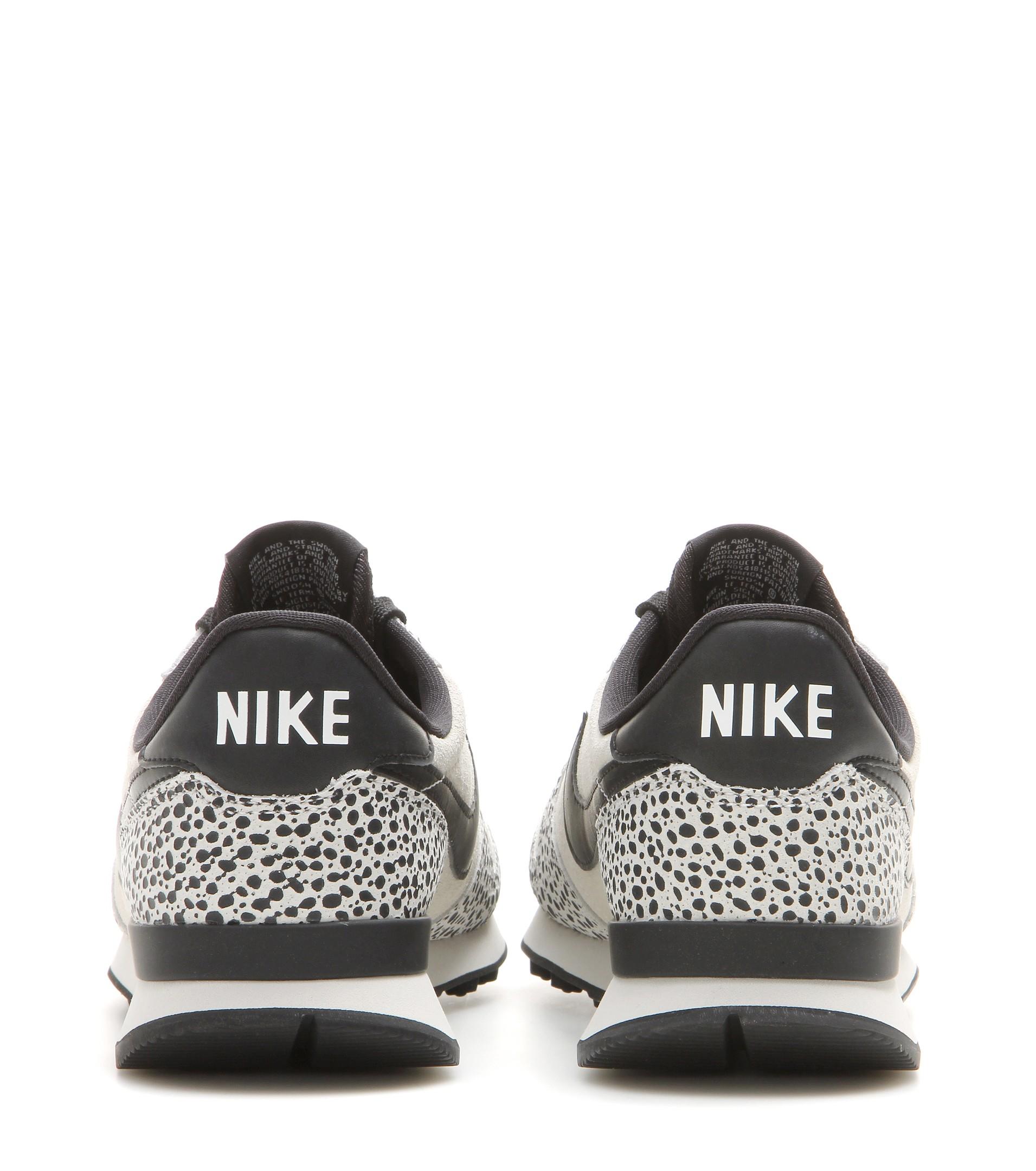 nike internationalist premium trainers in grey