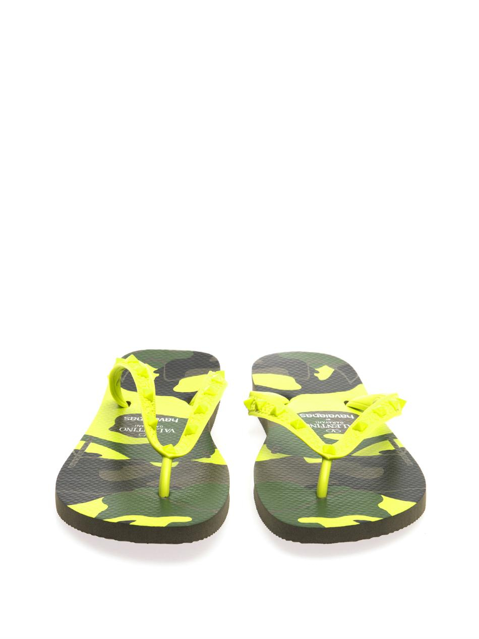 be5a1851ad9e Valentino X Havaianas Camoprint Flip Flops in Green for Men - Lyst