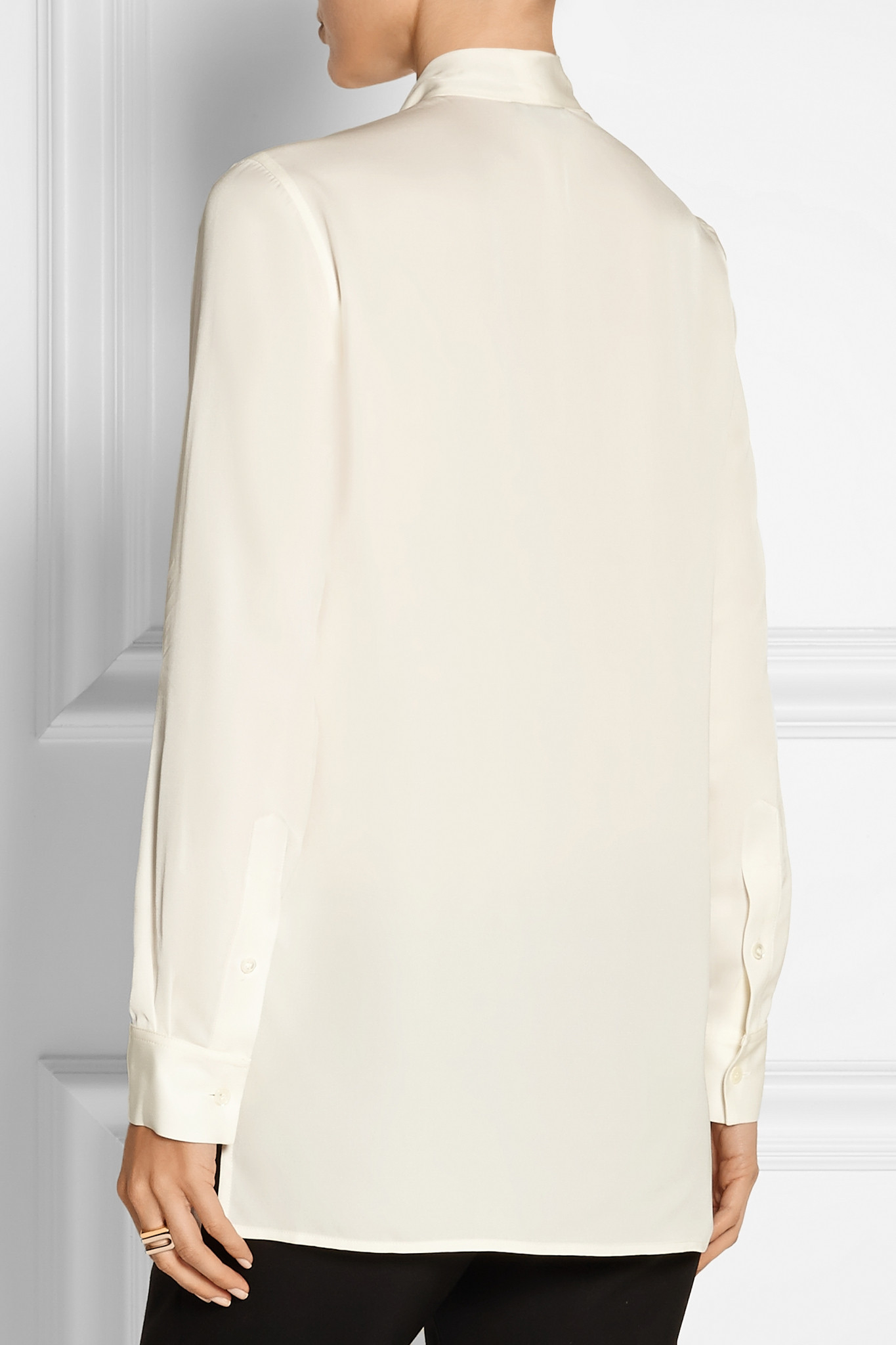 e8dd4d21648e70 Theory Yumcha Pussy-bow Silk Crepe De Chine Blouse in White - Lyst