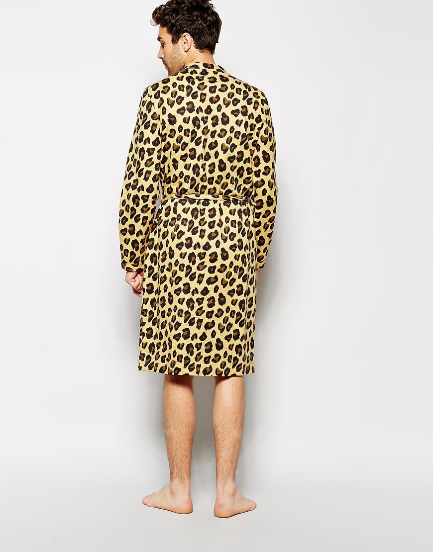 Take your fierce factor up a notch (or ten) with this long-sleeve, leopard-print dress. With a button closure and flattering, away-from-the-body fit, this A-line design is chic for any occasion.