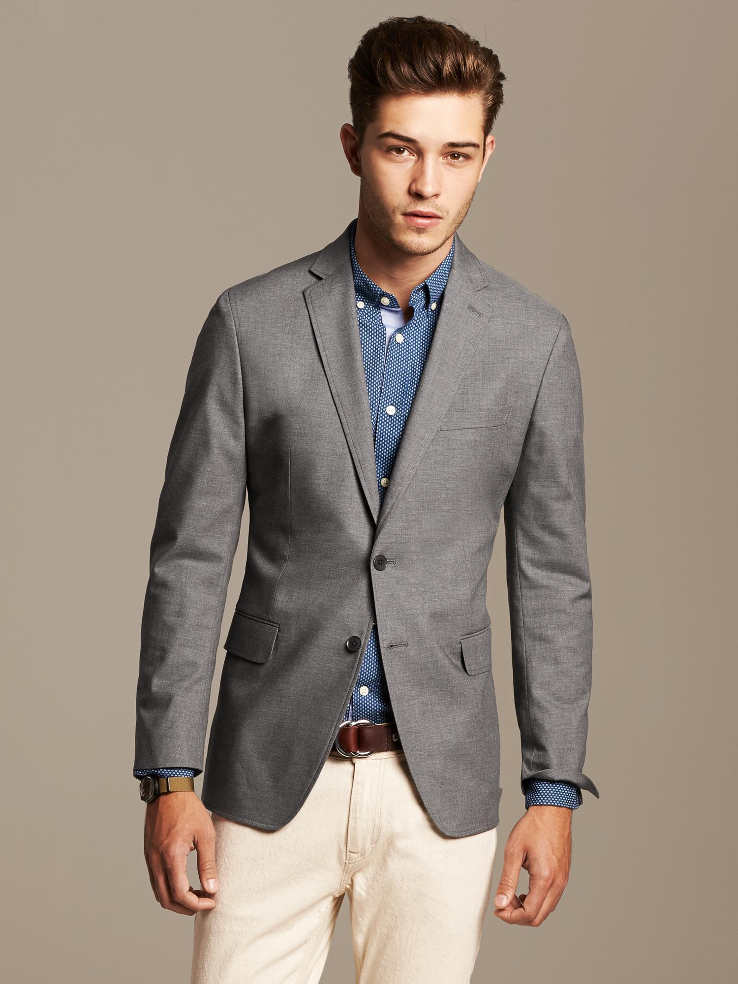 Tailored Blazers for Men The tailored blazers from the Tommy Hilfiger Tailored collection integrate a sharp, sophisticated style into any man's wardrobe. Dinner jackets get a modern overhaul in linen, cotton or virgin wool in a variety of colors and styles.