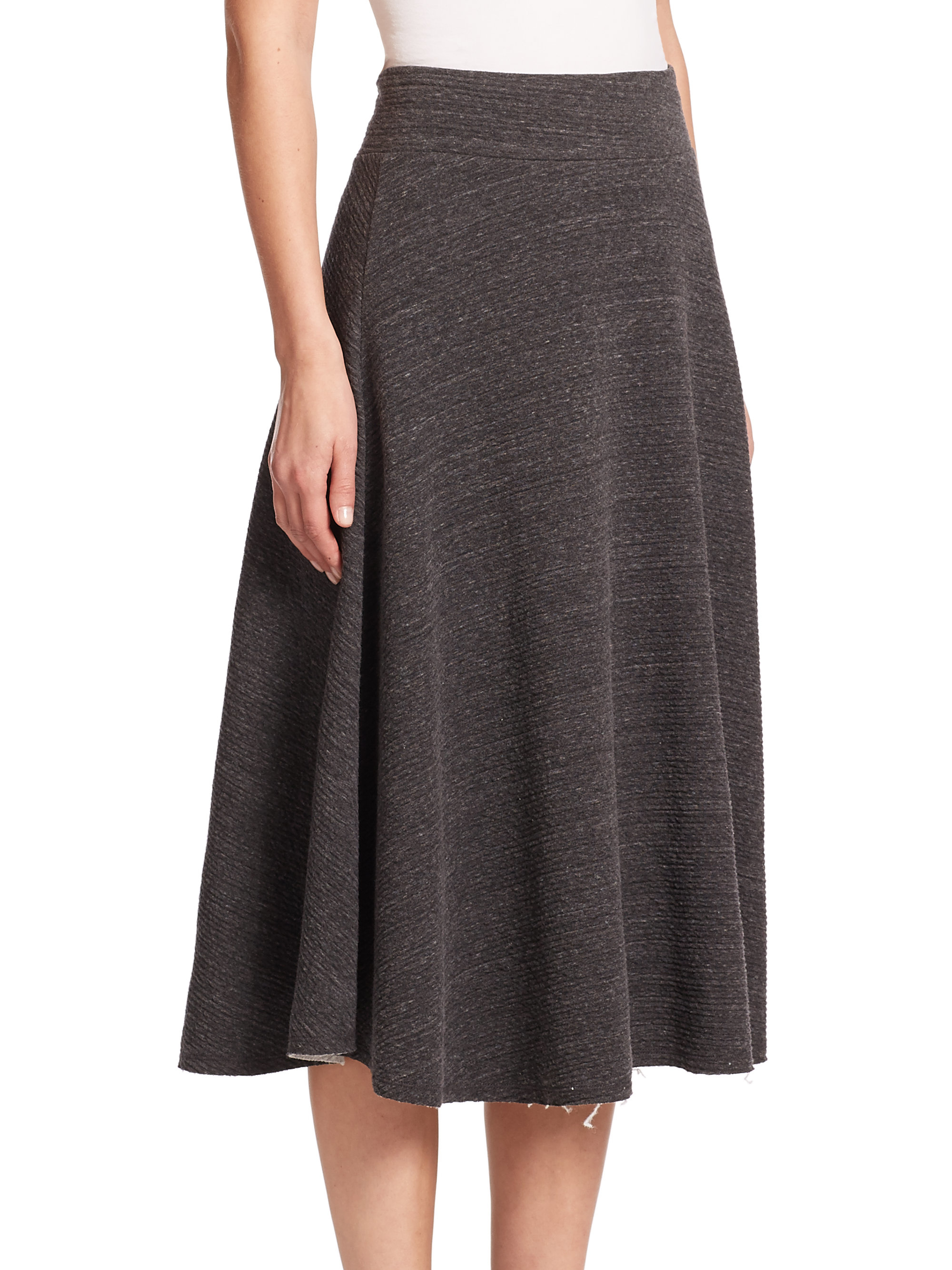 frame le cotton midi skirt in gray lyst