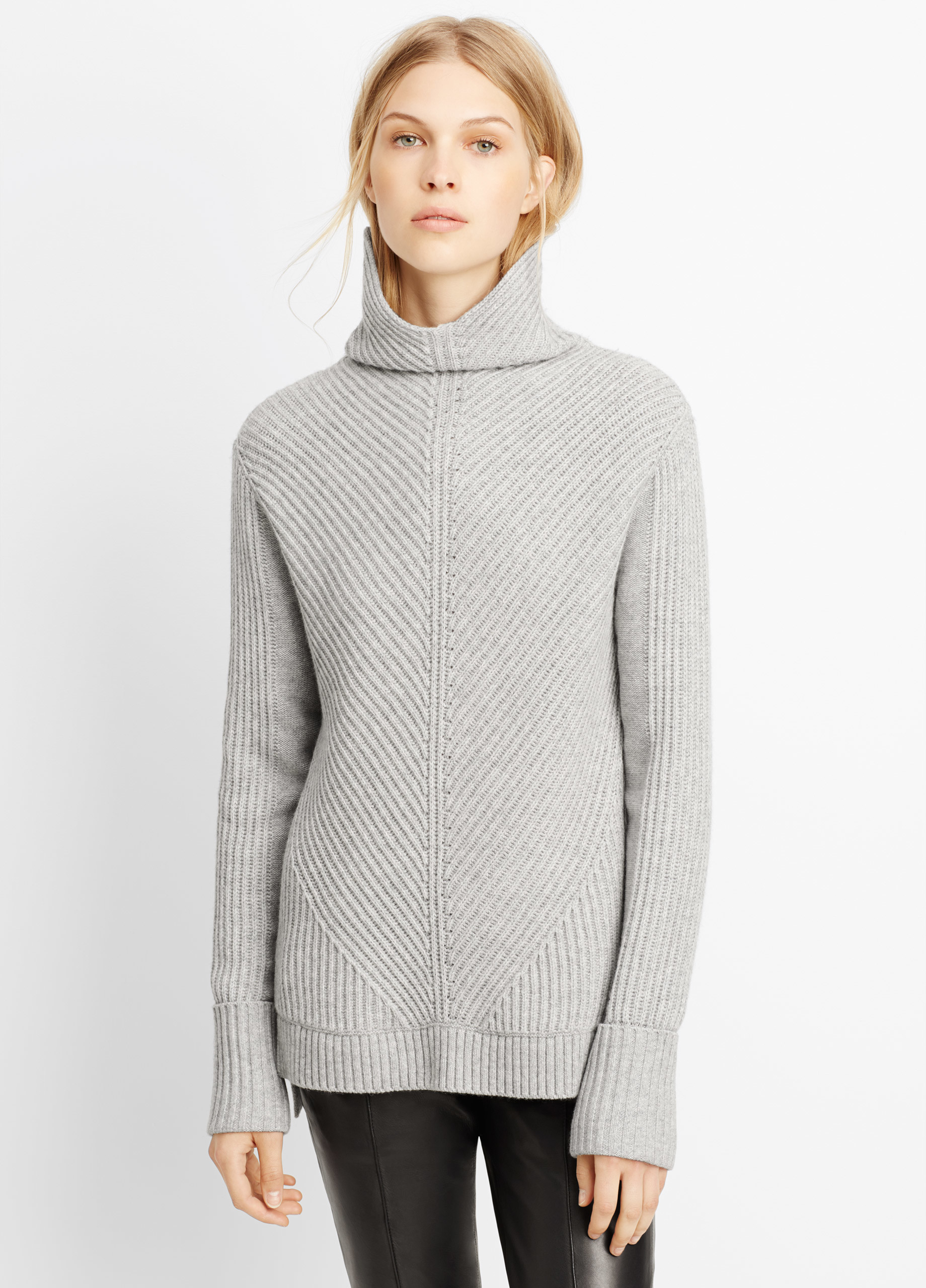 Vince Wool Cashmere Directional Rib Turtleneck Sweater in Gray | Lyst