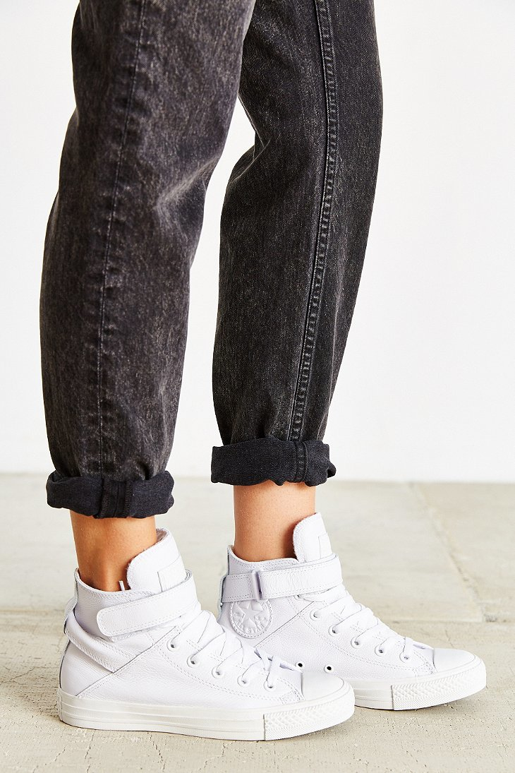 3147f4944b8d Gallery. Previously sold at  Urban Outfitters · Women s Converse Chuck  Taylor ...