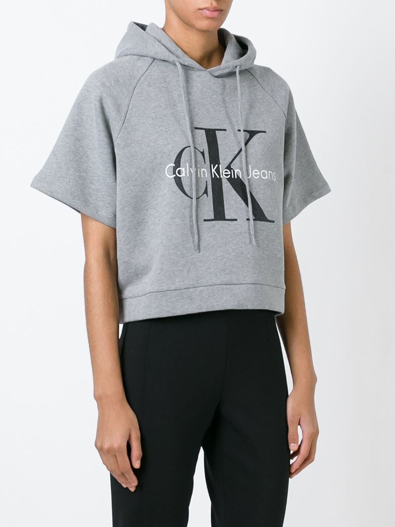calvin klein jeans logo print cropped hoodie in gray lyst. Black Bedroom Furniture Sets. Home Design Ideas