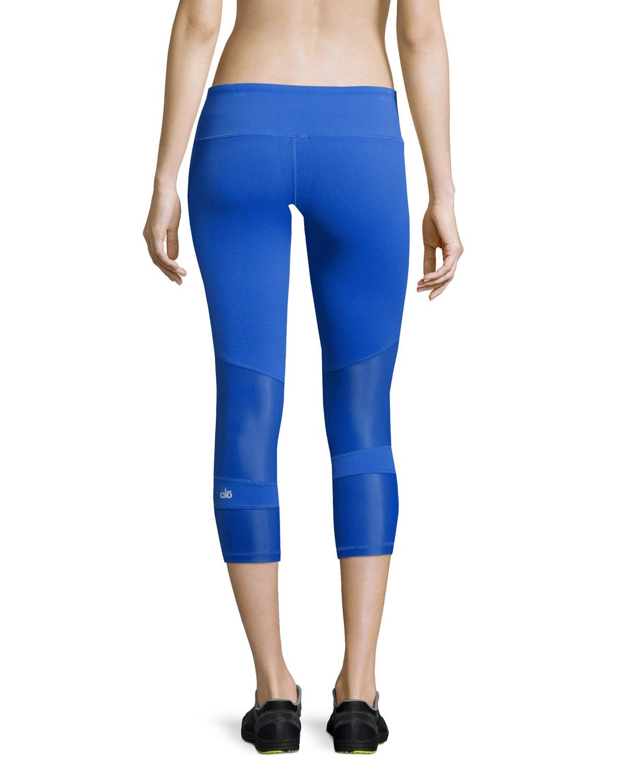 Alo Yoga Oasis Capri Performance Leggings In Blue