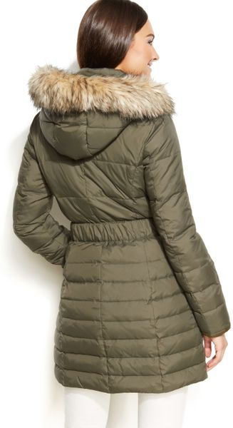 Dkny Hooded Faux Fur Trim Belted Down Puffer Coat In Green
