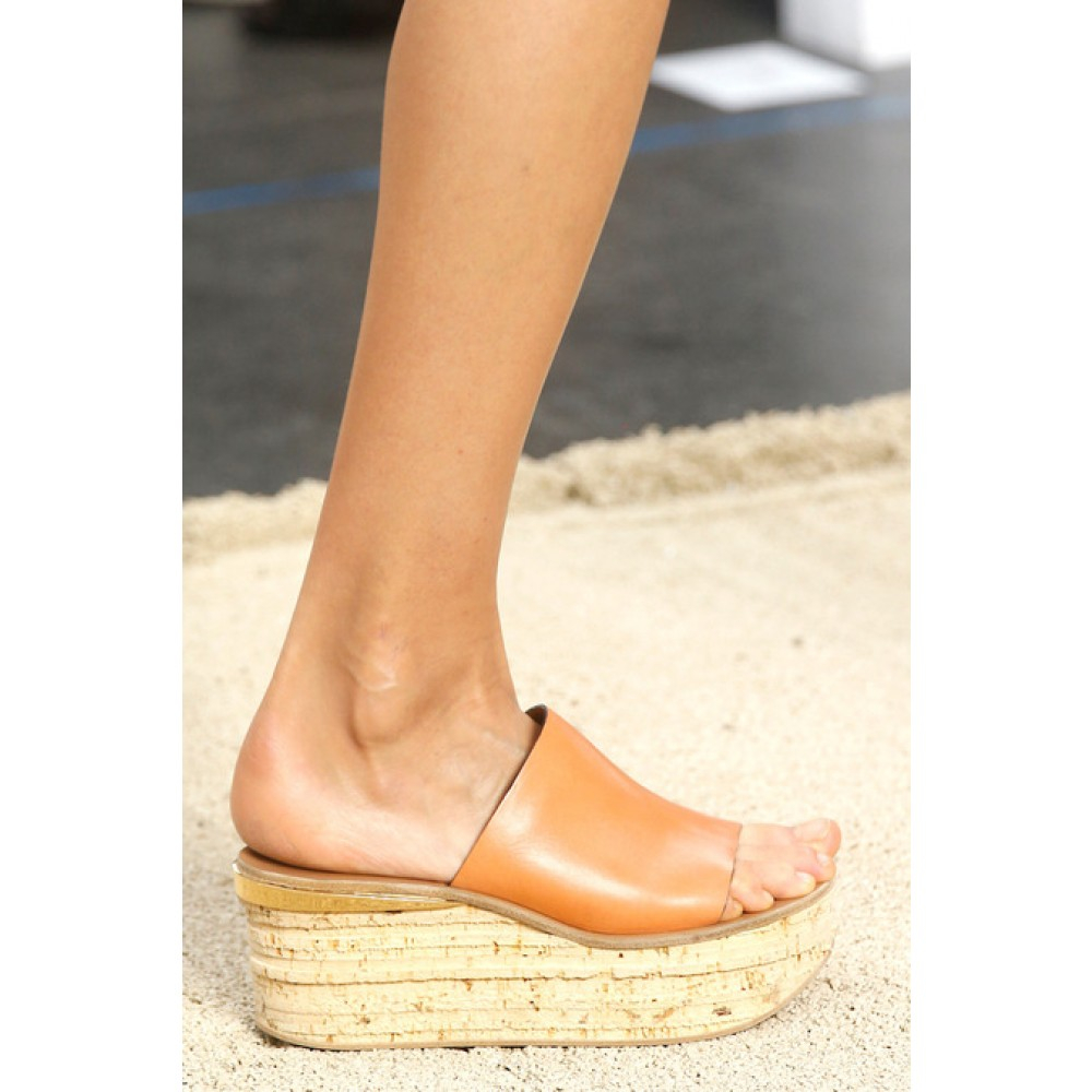 9b10888778c2 Chloé Camille Leather Cork Wedge Mules in Pink - Lyst