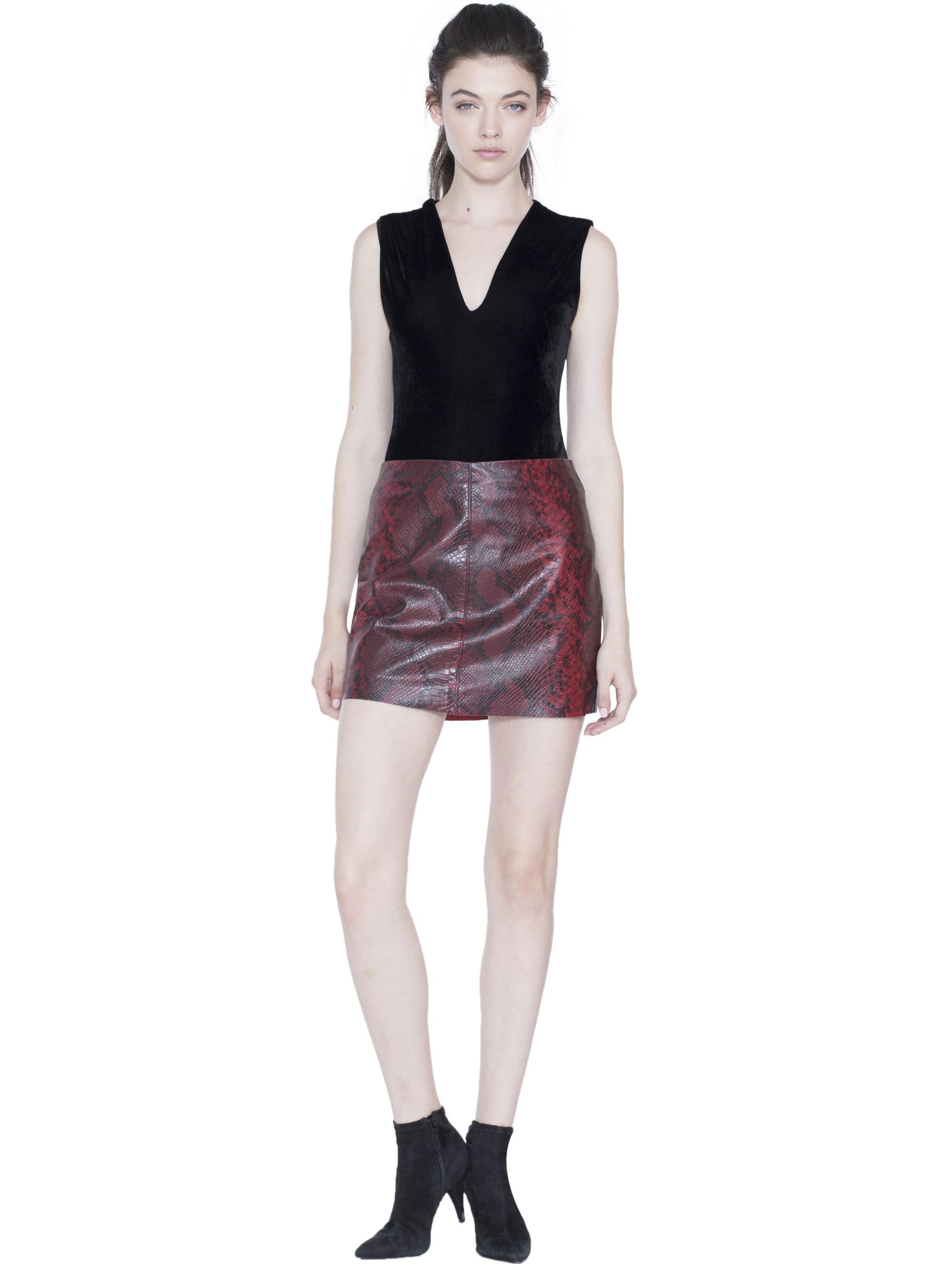 0cb9cf8f2a107 Lyst - Alice + Olivia Marley Vneck Sleeveless Bodysuit in Black
