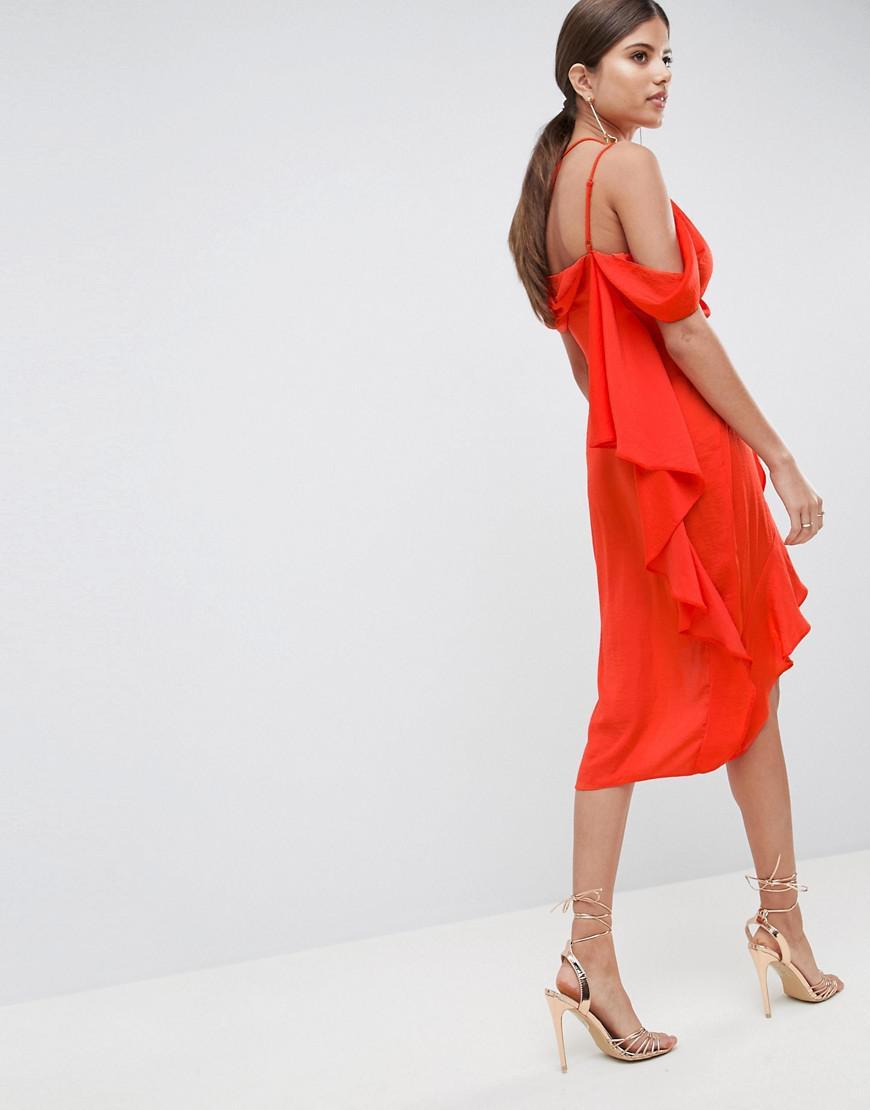 d2ee73b4857ad Robe fourreau mi-longue sexy drape asymtrique en satin ASOS en ...