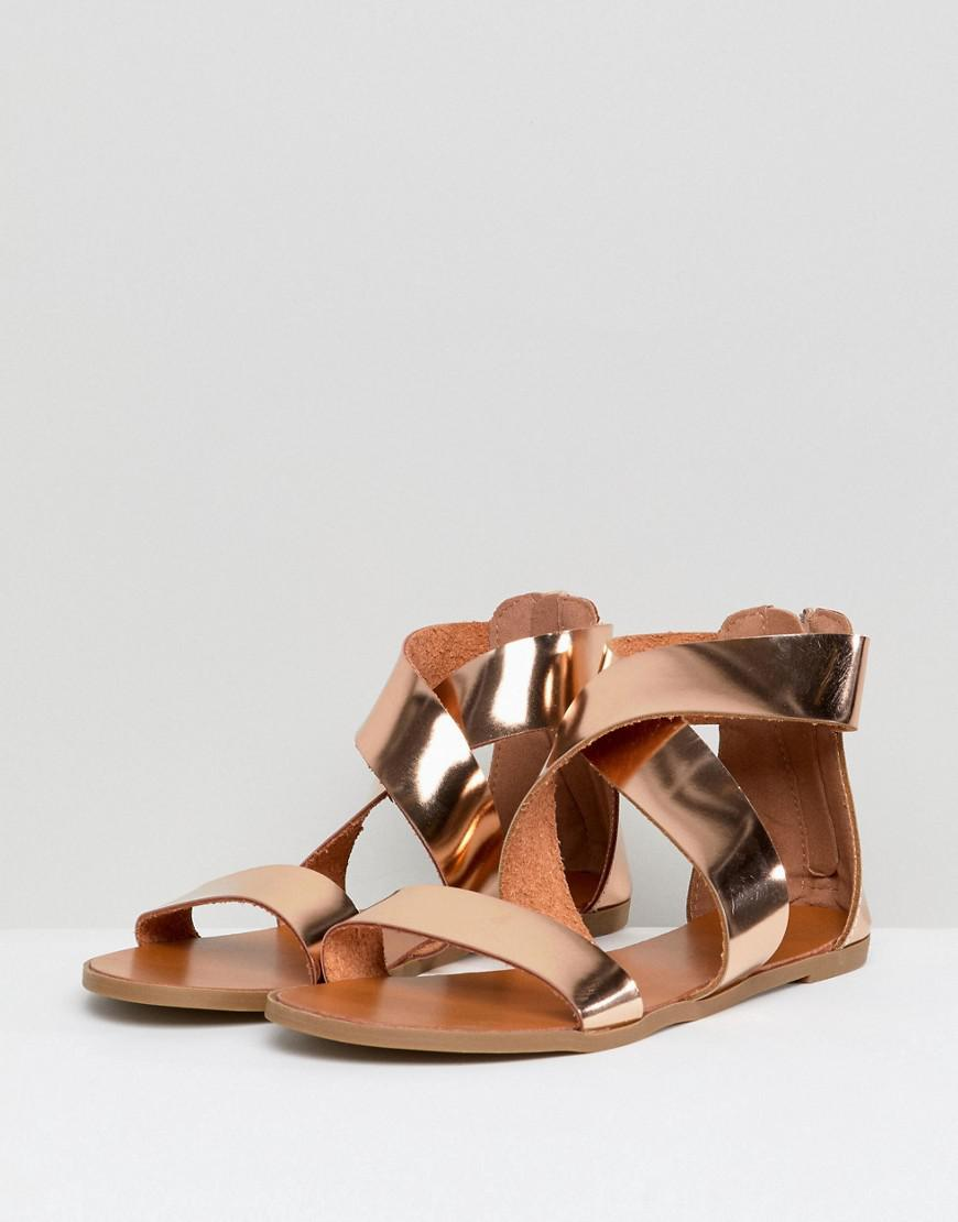 954cd0fae44559 Glamorous Rose Gold Flat Sandals in Metallic - Lyst
