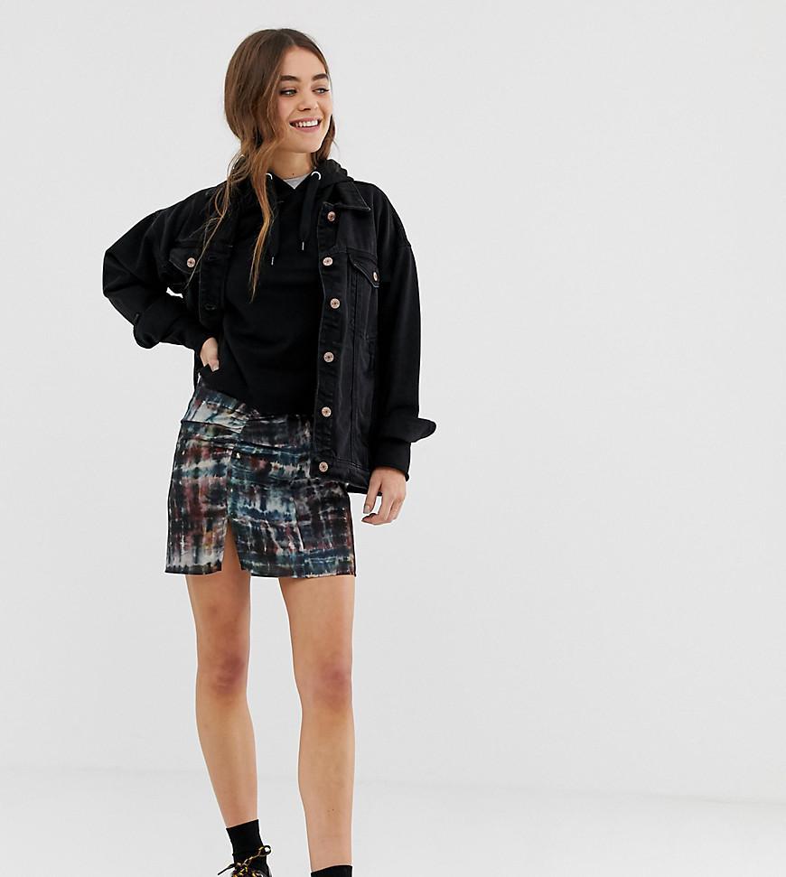 16fb7091f Lyst - Minifalda fruncida con diseo teido anudado de Pull&Bear de ...