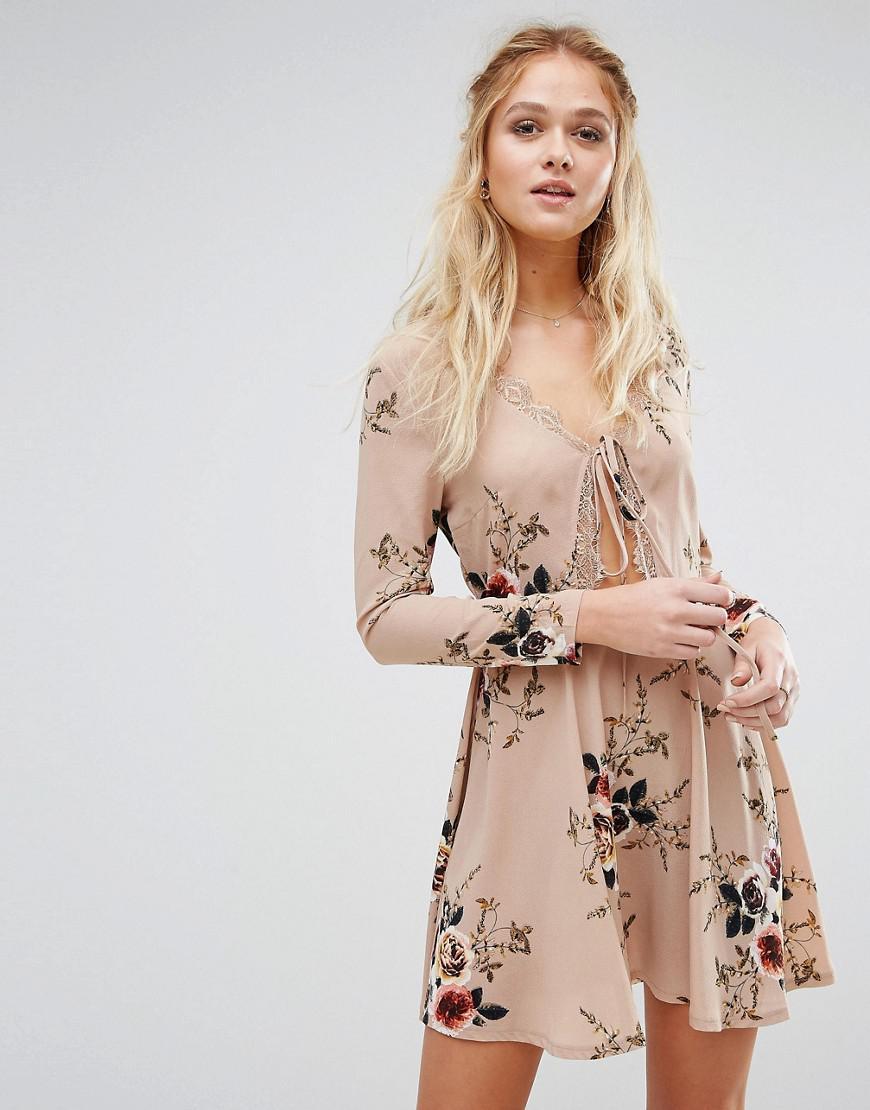 0de43bd50168 Boohoo Floral Print Tie Front Skater Dress in Natural - Lyst