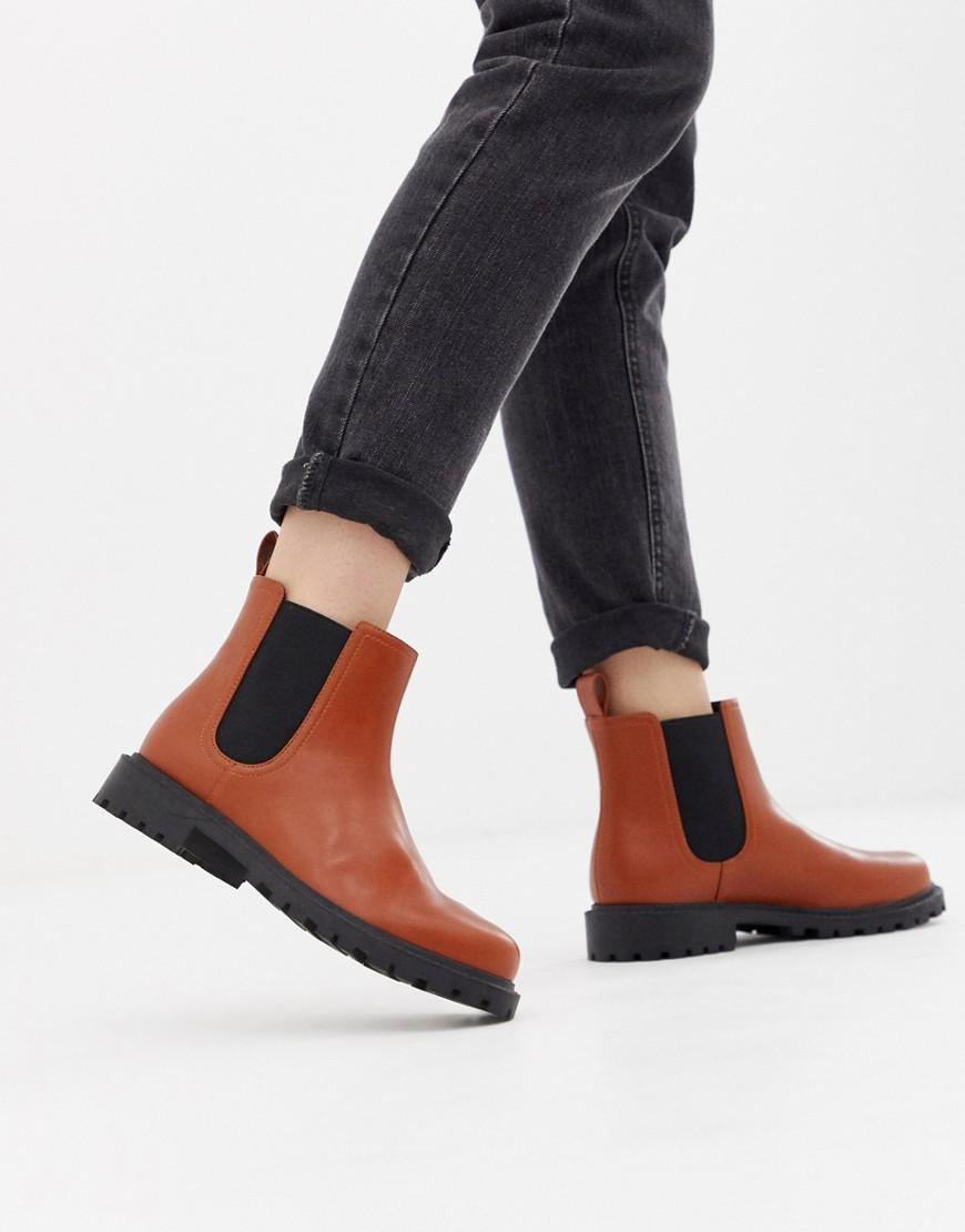 425f3578962 Monki Chelsea Boots In Faux Leather In Tan in Orange - Lyst