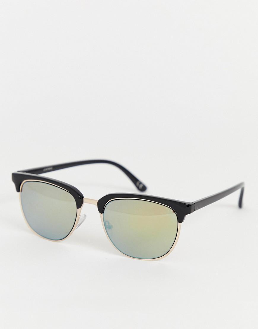 e7cb3700bc Gafas de sol de inspiracin retro en dorado con lentes de efecto ...