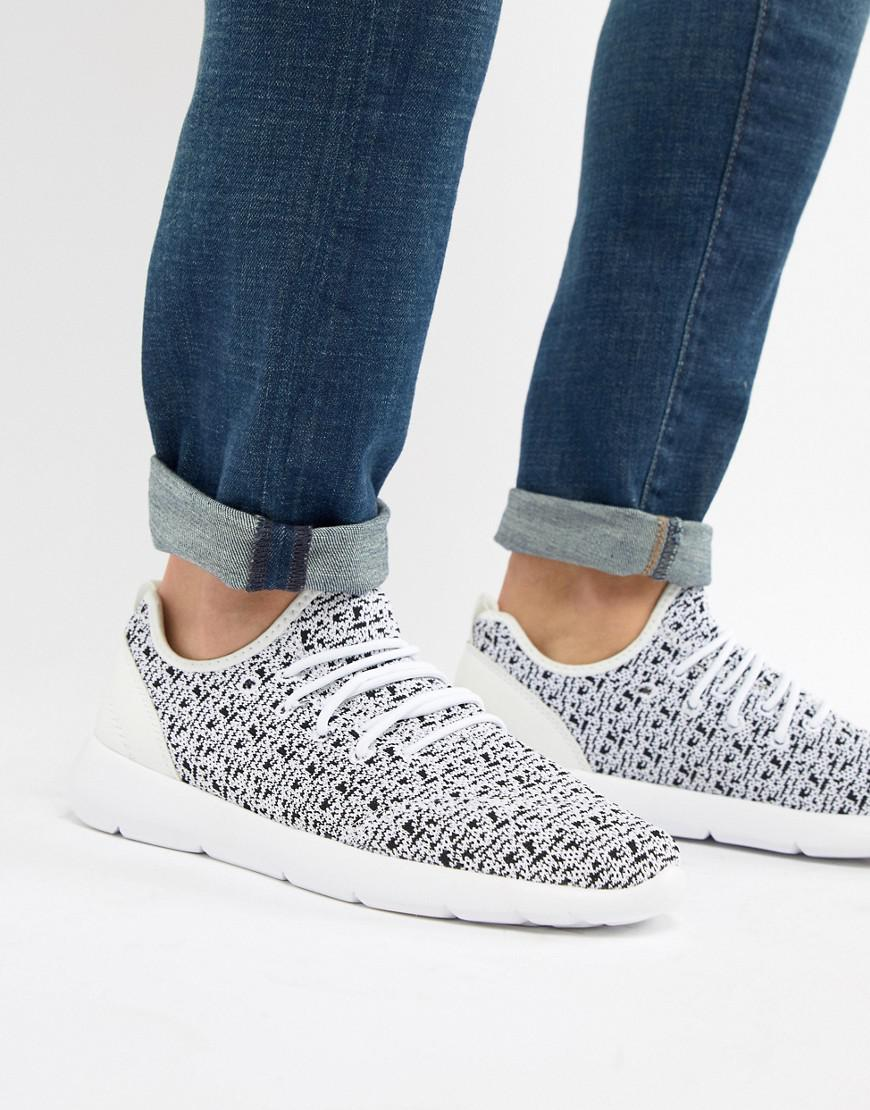Pull&Bear Exclusive knitted sneakers in with logo wdD3FqCJq