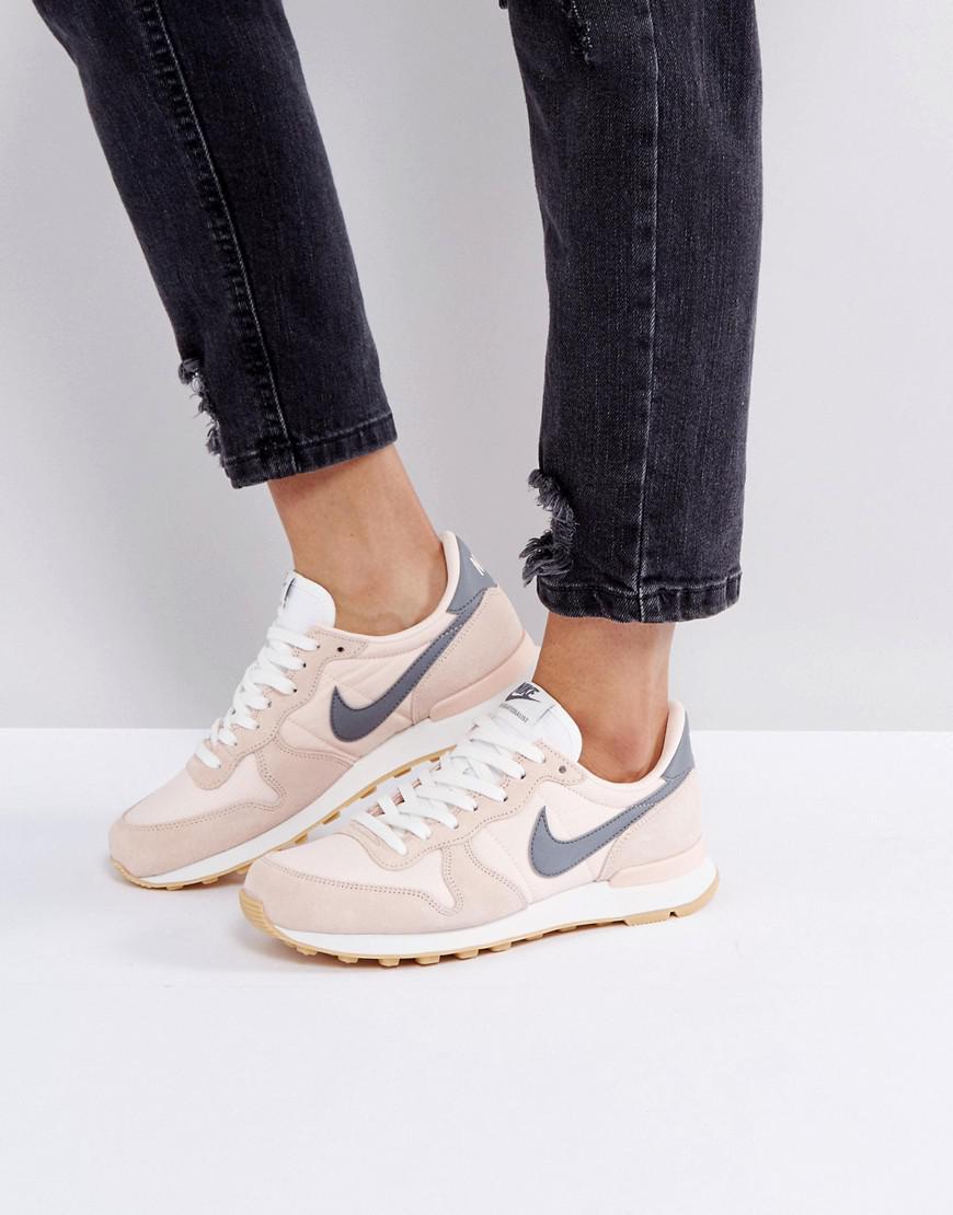 cheap for discount 25078 ba268 Nike Internationalist Trainers In Peach - Lyst
