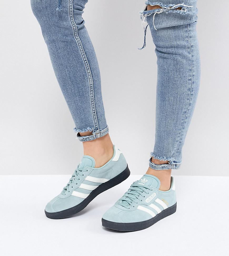 lyst adidas originali gazzella super sneakers in blu scuro gomma
