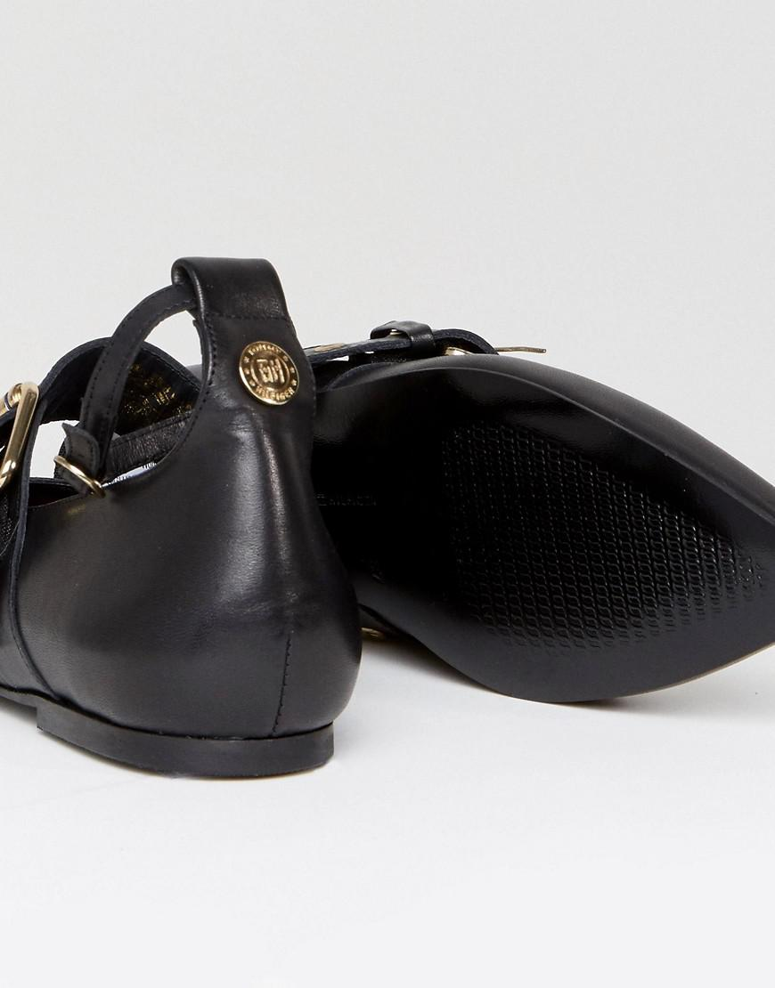tommy hilfiger gigi hadid leather pointy ballerina shoe in. Black Bedroom Furniture Sets. Home Design Ideas