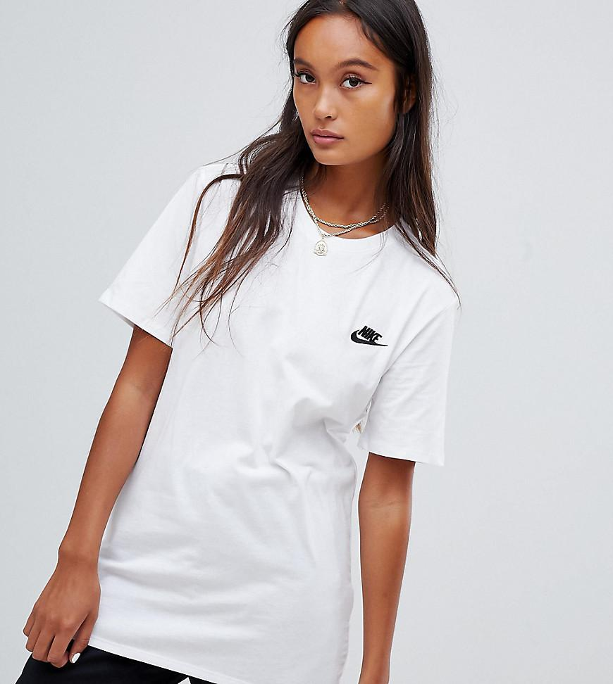 0765d46bc Nike Boyfriend T-shirt With Embroidered Logo In White in White - Lyst
