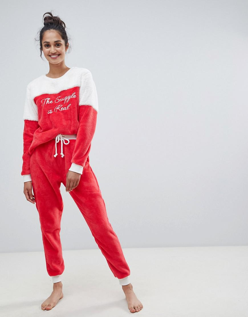 Chelsea Peers The Snuggle Is Real Fluffy Pajama Set in Red - Lyst 72559ae00
