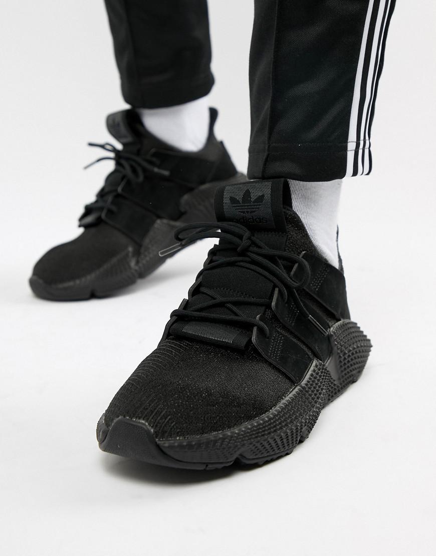 lyst adidas originali prophere formatori in nero b37453 in nero