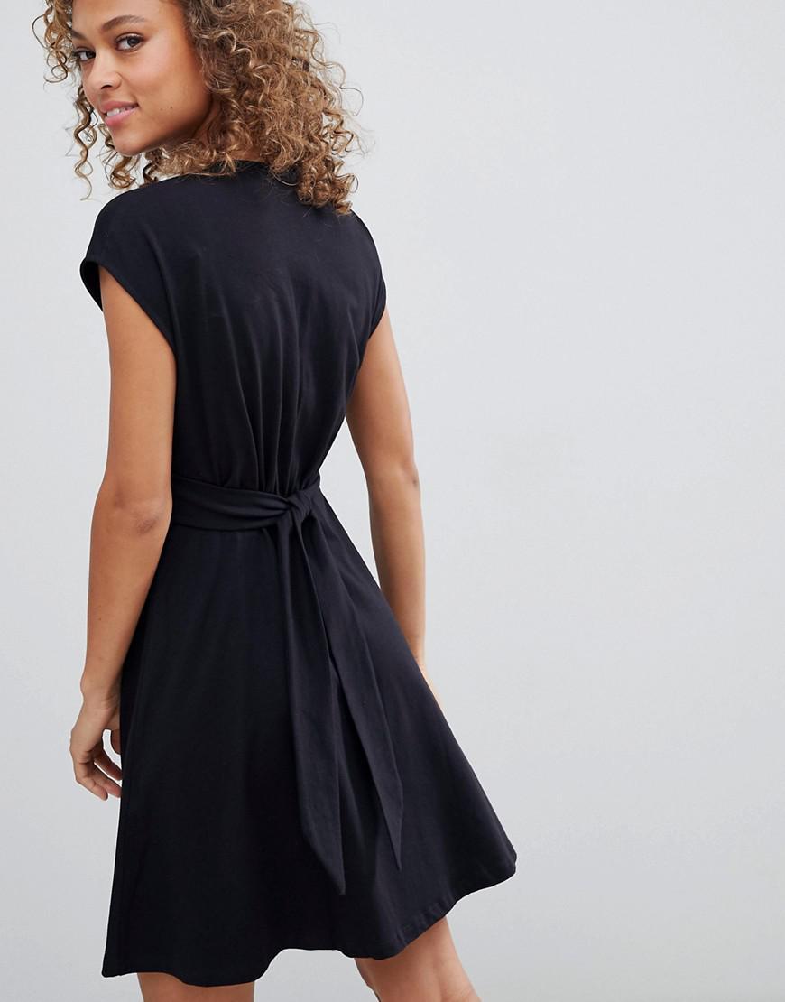 Lyst - Robe courte avec ceinture et boutons en imitation caille de tortue  Asos en coloris Noir fd0f4bea518