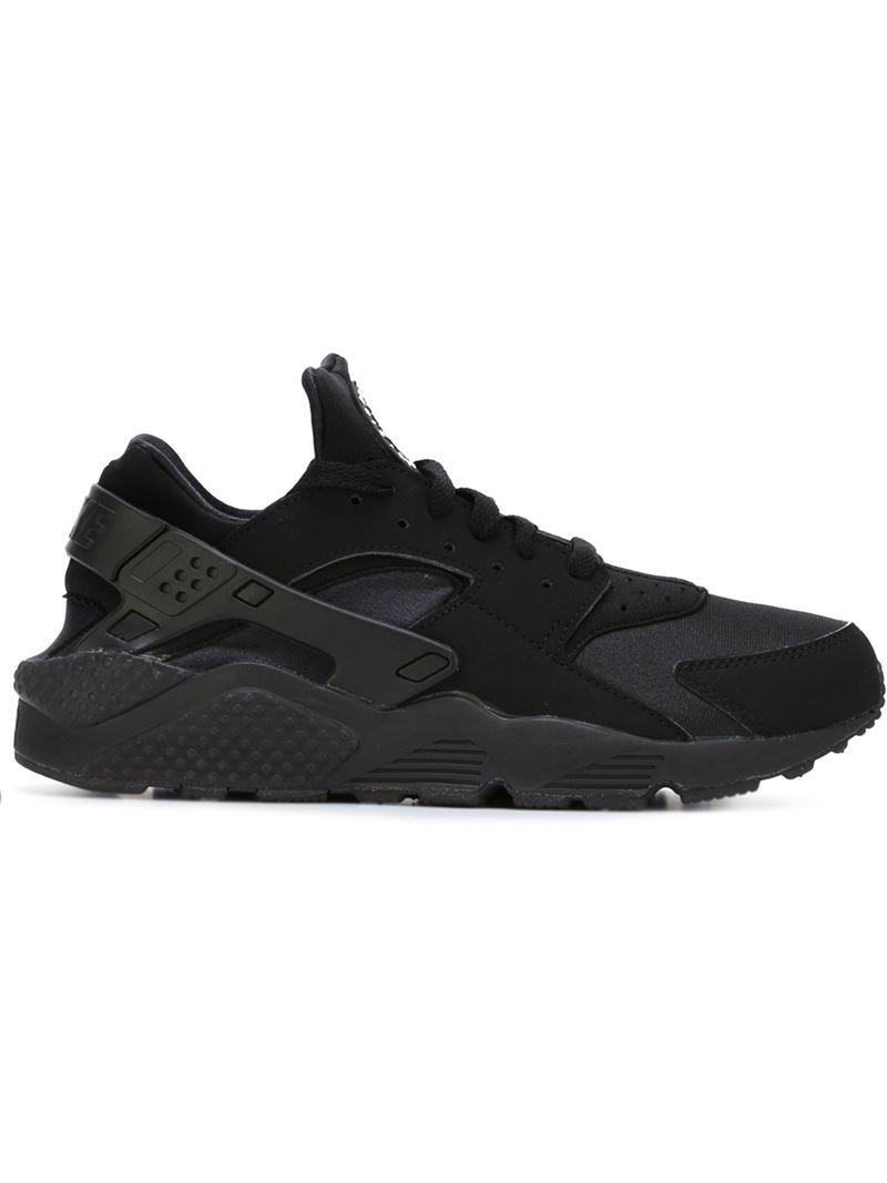 Nike sneakers black