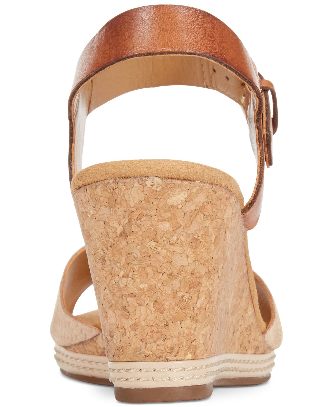 33216f42ae1 Lyst - Clarks Collection Women s Helio Jet Wedge Sandals in Natural