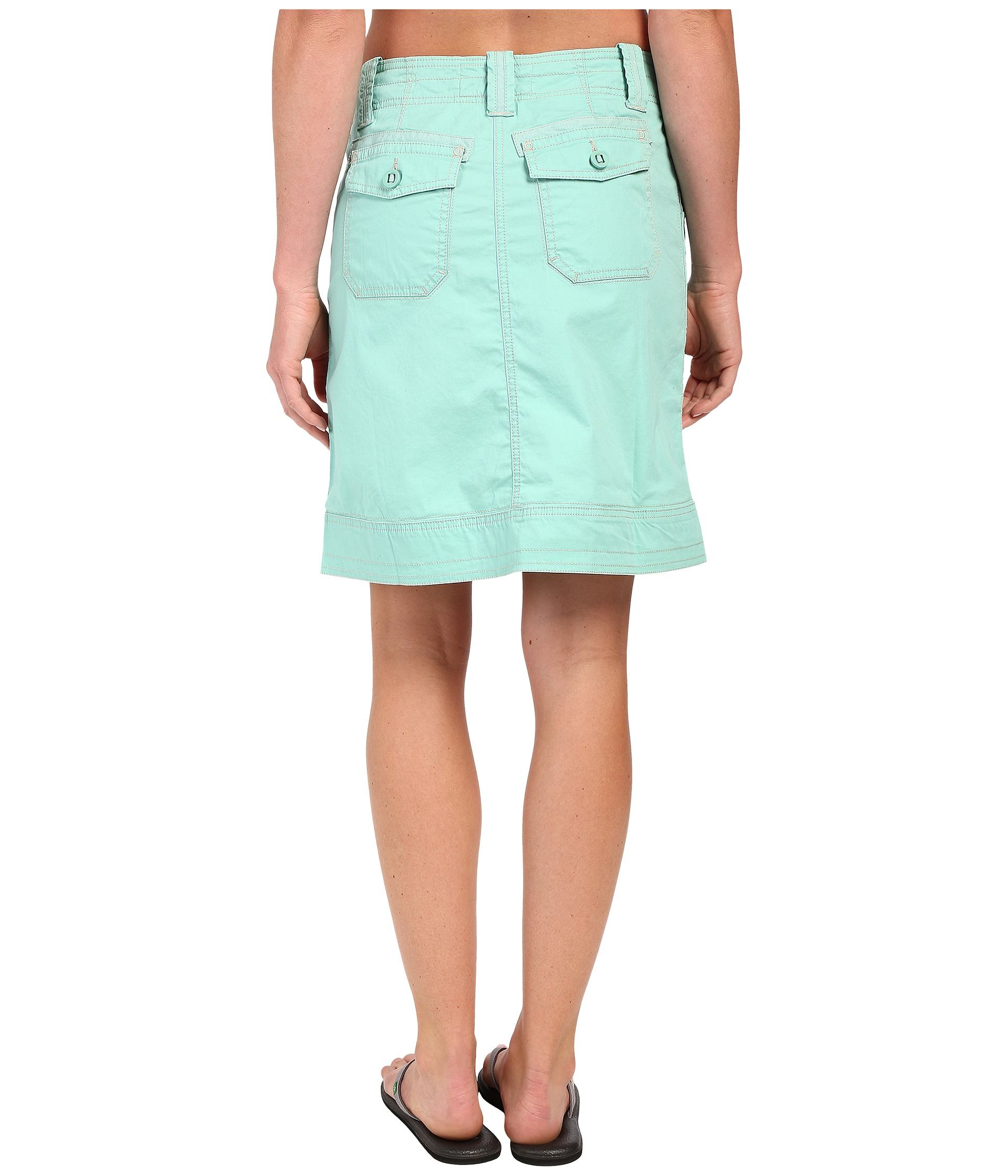 Arden B offers a full array of clothing styles for women. They produce a multitude of bottoms, including leggings, pants, jeans, shorts, and skirts as well as a variety of .