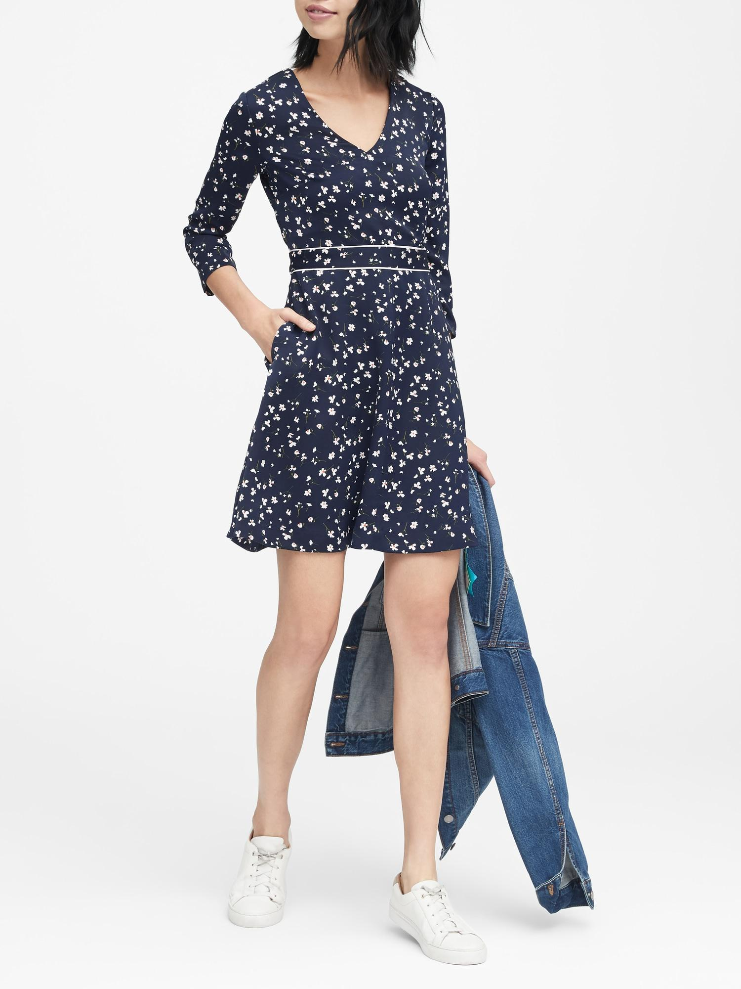 673c343948 Lyst - Banana Republic Floral V-neck Fit-and-flare Dress in Blue