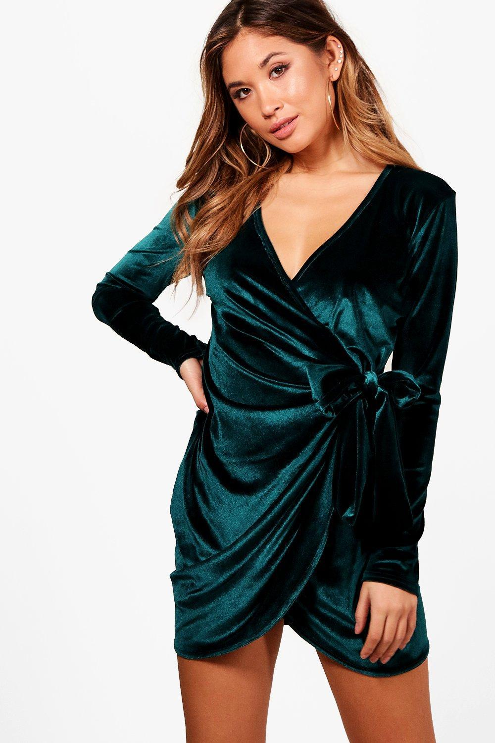 de05818efa9ac Boohoo Tia Velvet Draped Tie Side Bodycon Dress in Green - Lyst
