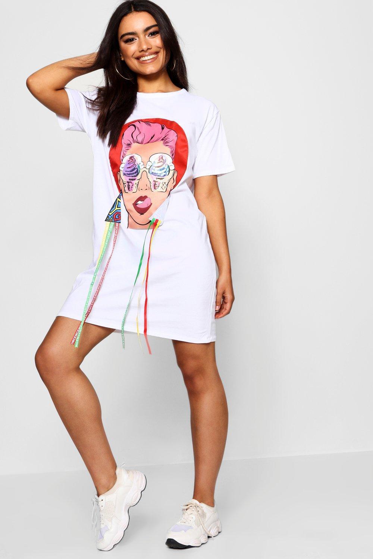 da23e0b6991c Boohoo Bethany Face Motif T-shirt Dress in White - Lyst