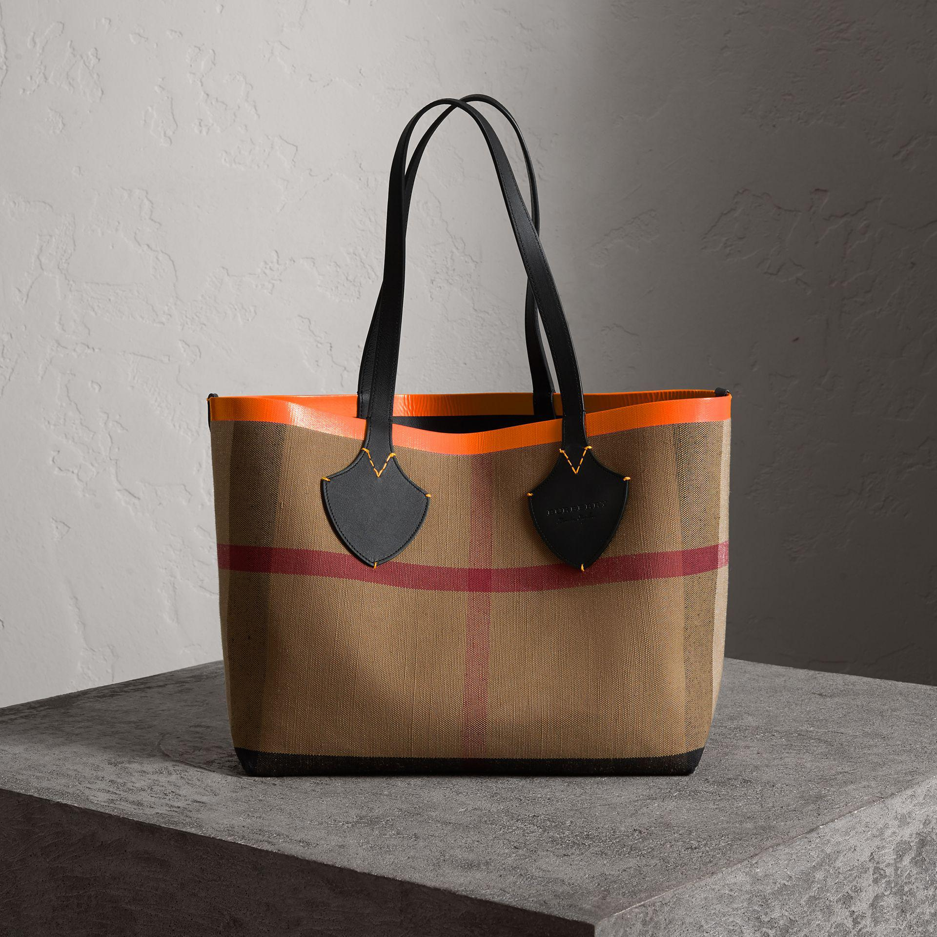 The medium Giant reversible tote - Black Burberry srOrdug