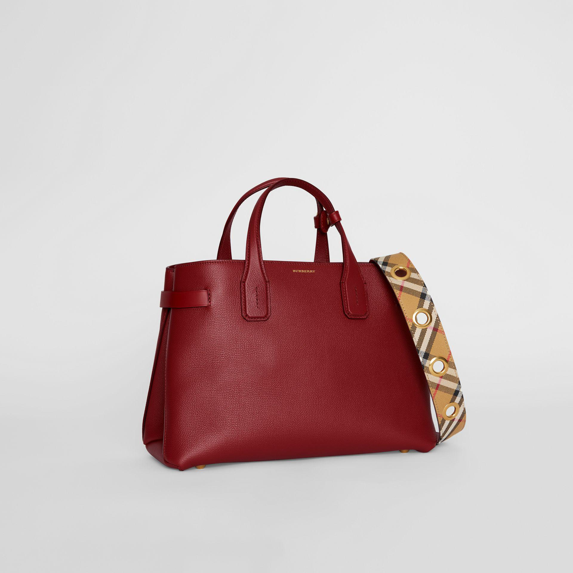c1e8e8f57d97 Burberry The Medium Banner In Leather With Grommeted Strap in Red - Lyst