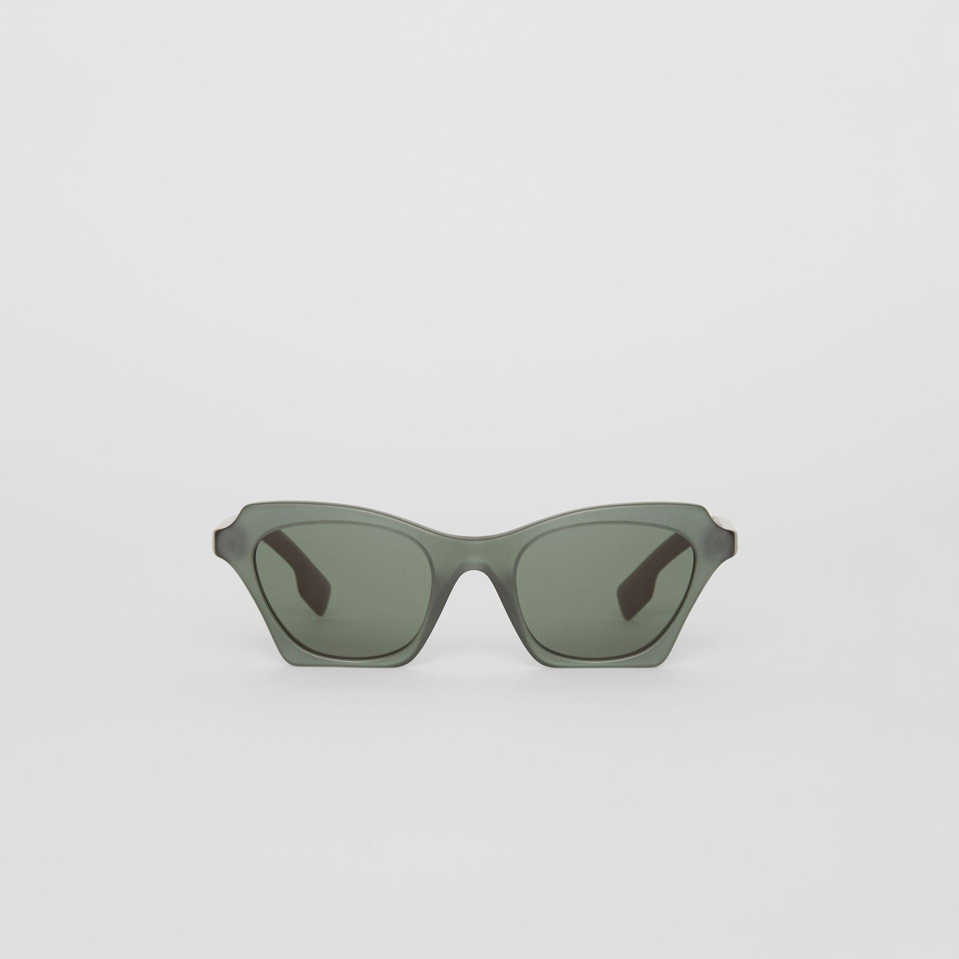 a5cea2ecf2c9 Burberry Butterfly Frame Sunglasses in Green - Lyst